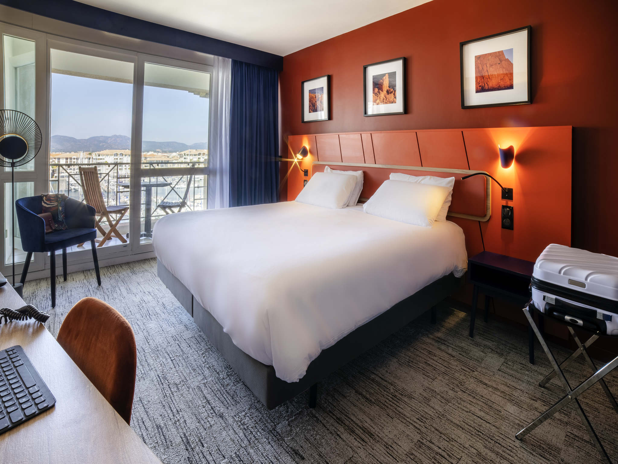 Hotel fr jus mercure thalassa port frejus accorhotels for Hotels frejus