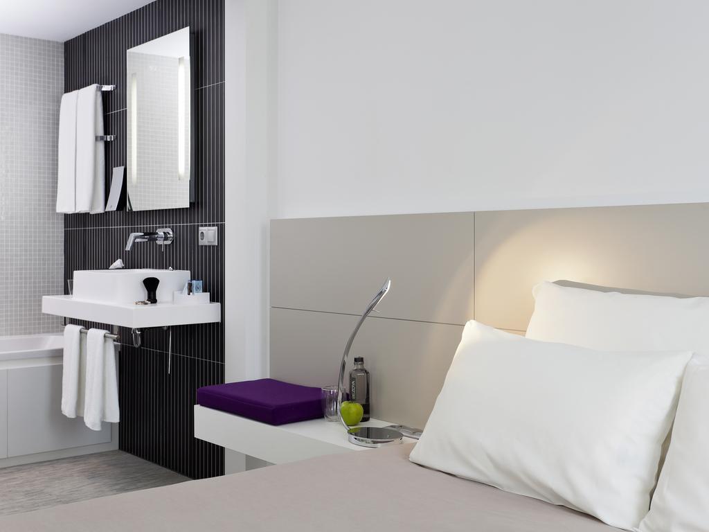 H tel malaga r servez dans ce moderne suite novotel malaga - Canape lit une personne ...