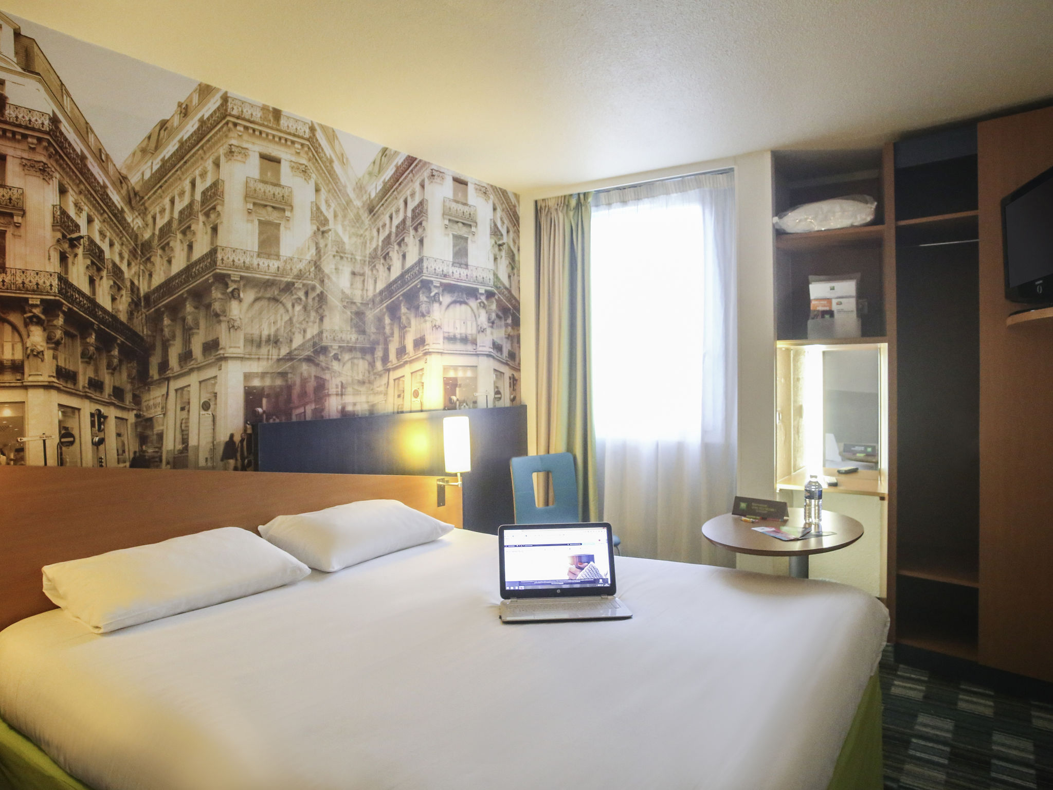 Hotel in la chapelle saint mesmin ibis styles orleans for Hotels saintes
