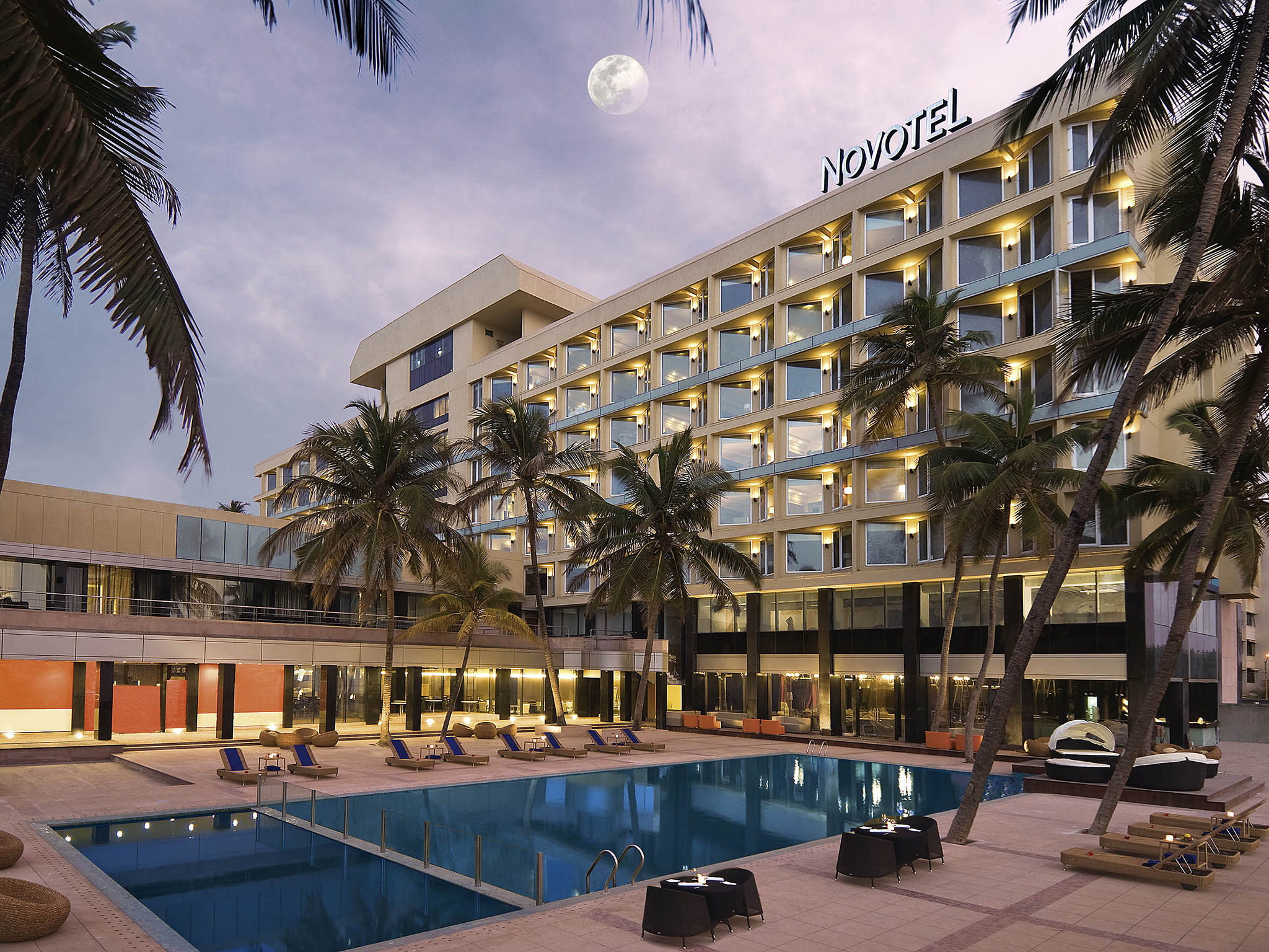 โรงแรม – Novotel Mumbai Juhu Beach