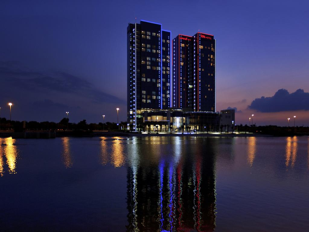 mafraq hotel abu dhabi general manager