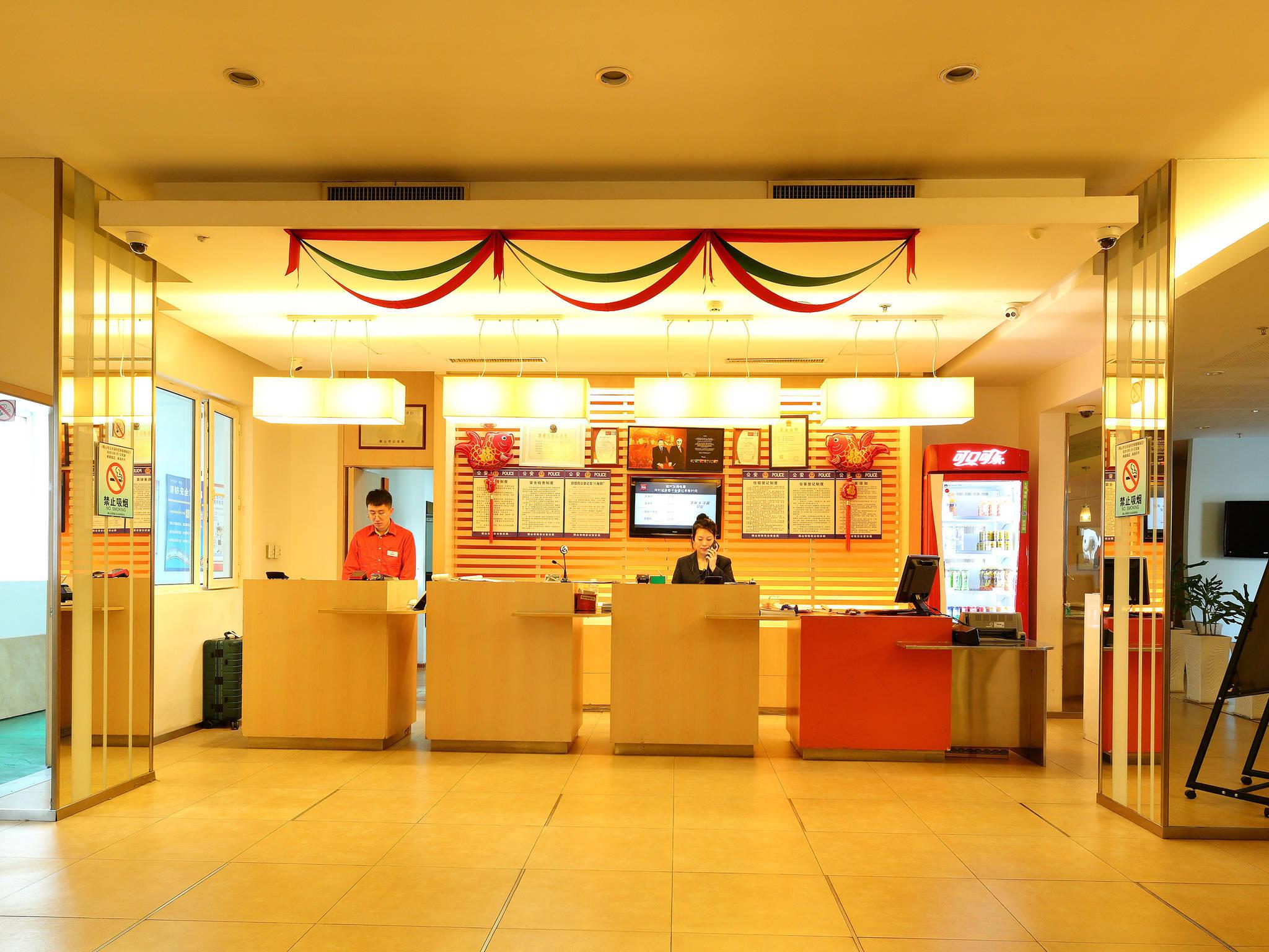 Отель — ibis Anshan Shengli Square