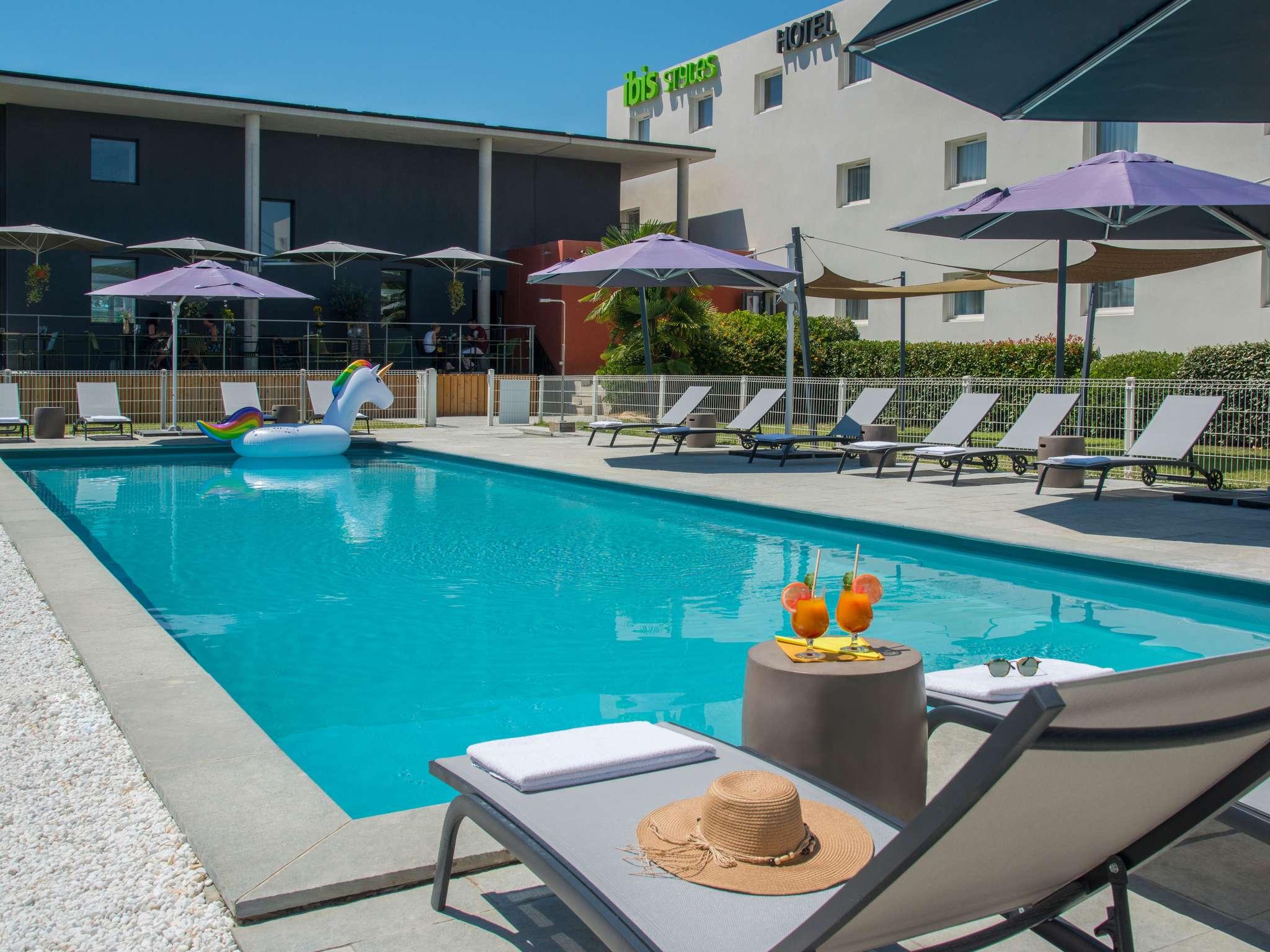 酒店 – 宜必思尚品吕贝隆佩尔蒂酒店