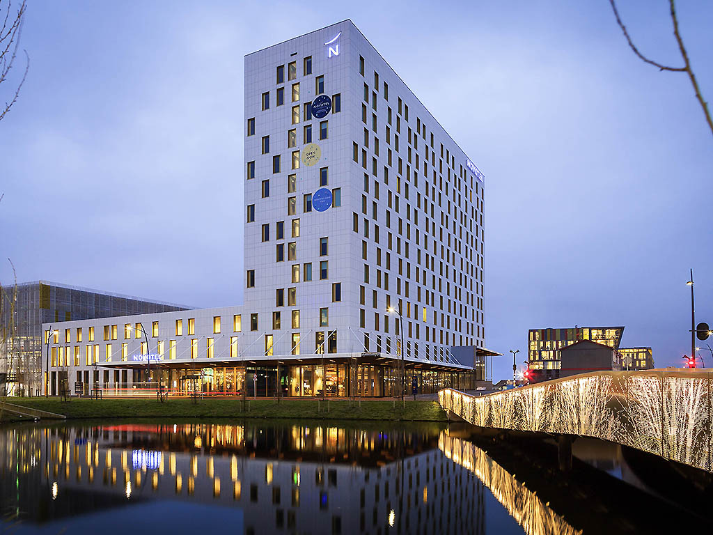 Hotel hoofddorp novotel amsterdam schiphol airport for Train hotel amsterdam