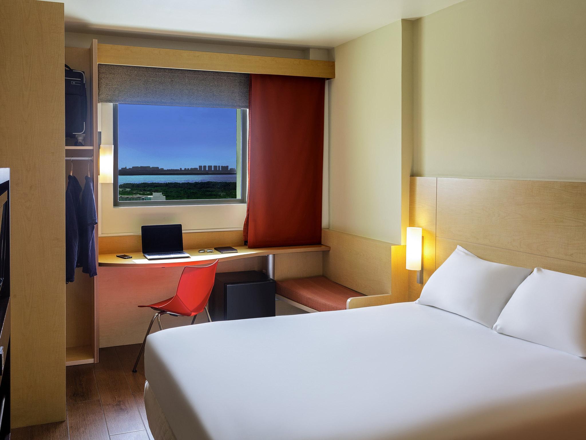 Отель — ibis Cancun Centro