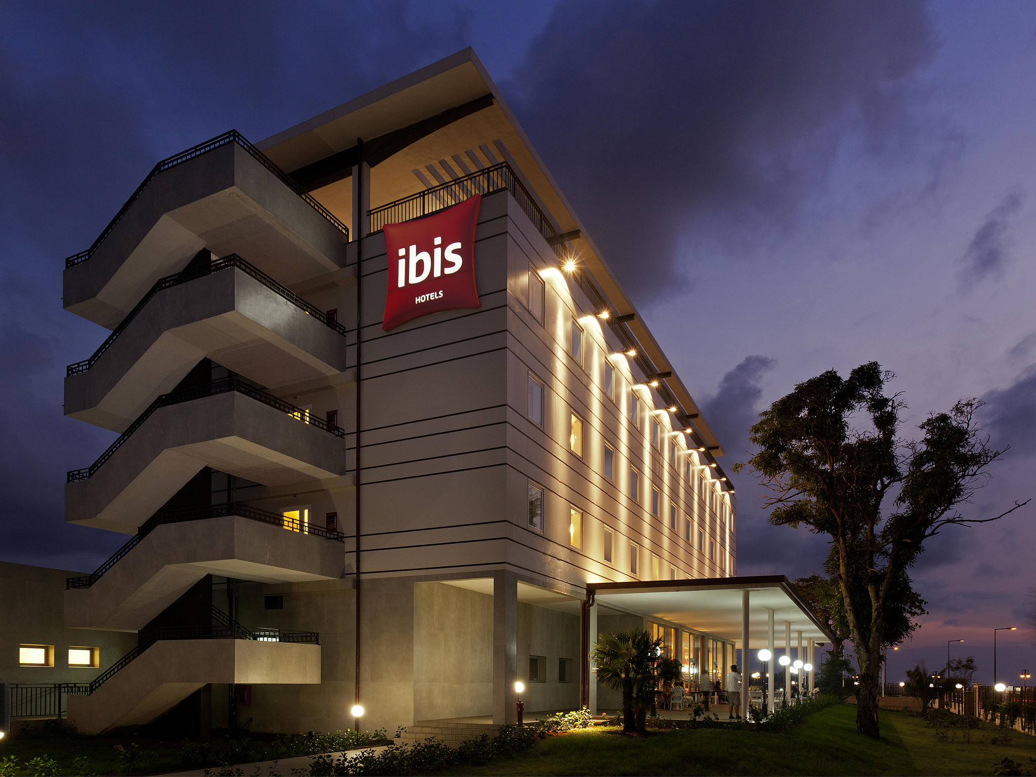 Отель — ibis Bata