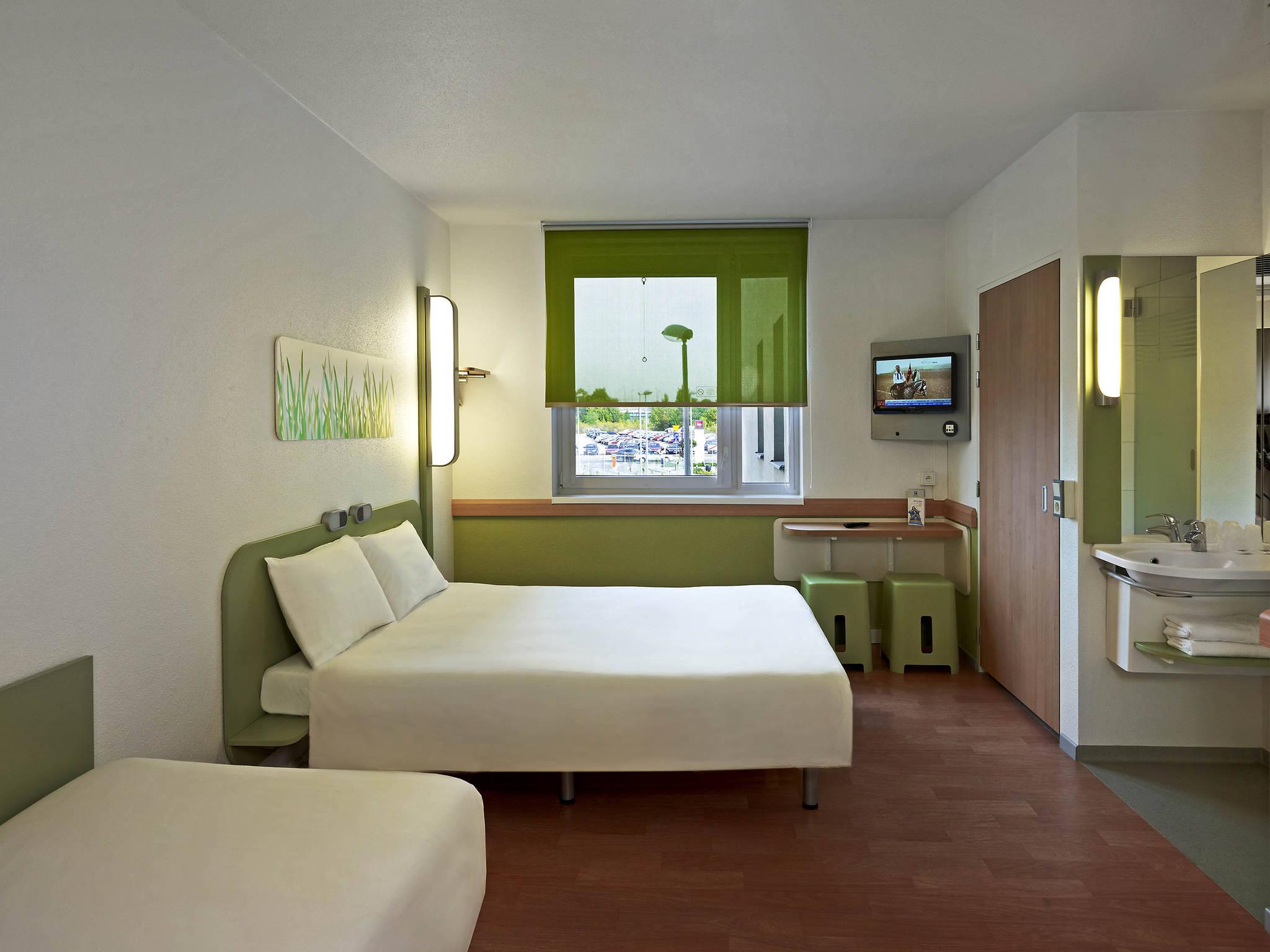 Ibis budget douche dans la chambre htel ibis budget site for Ibis budget douche dans la chambre