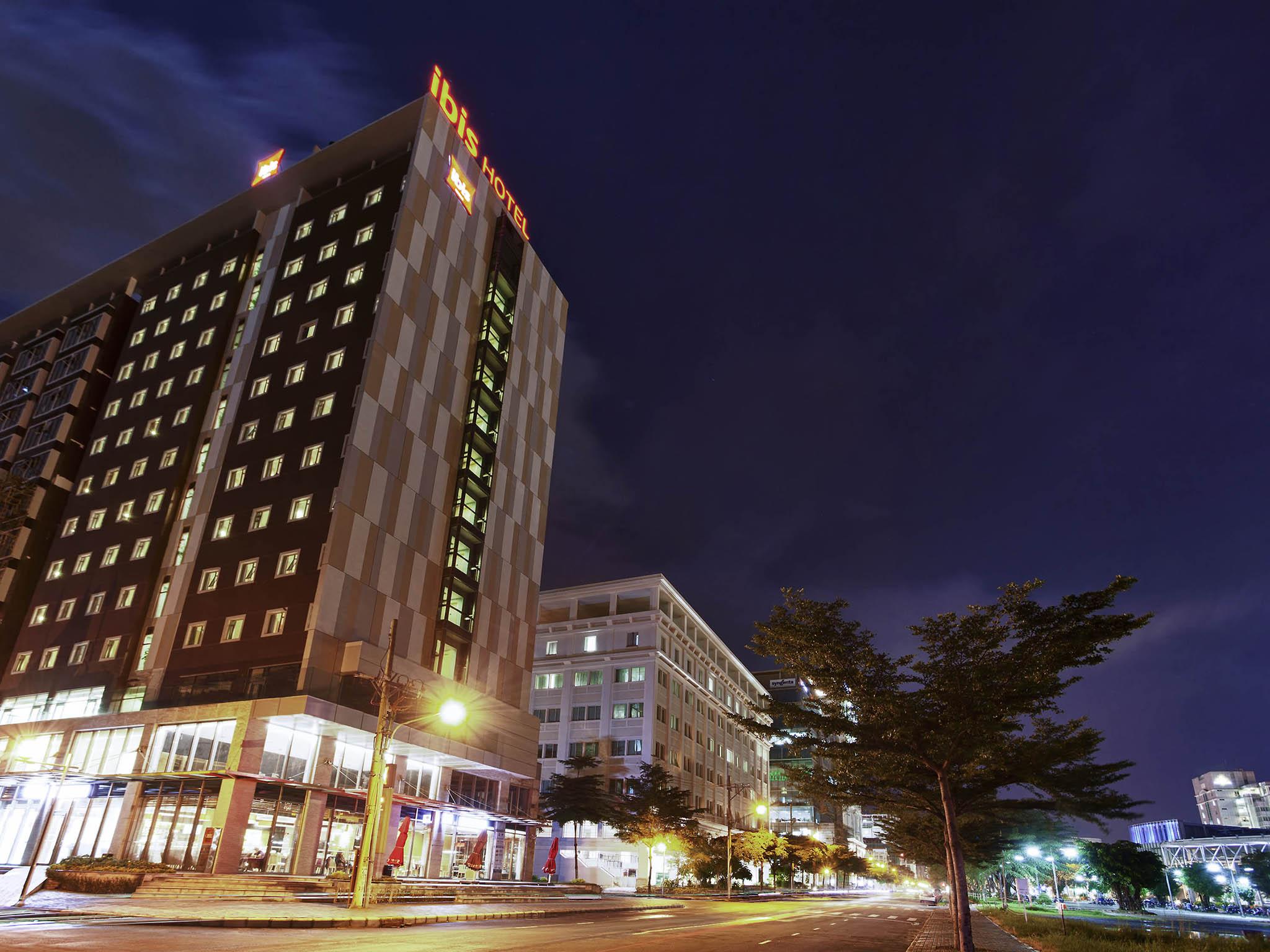 Отель — ibis Сайгон Юг