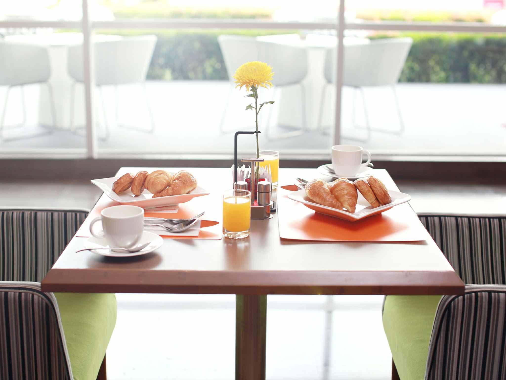 Kings furniture tangerang photo taken at lion air king for Kitchen set tangerang