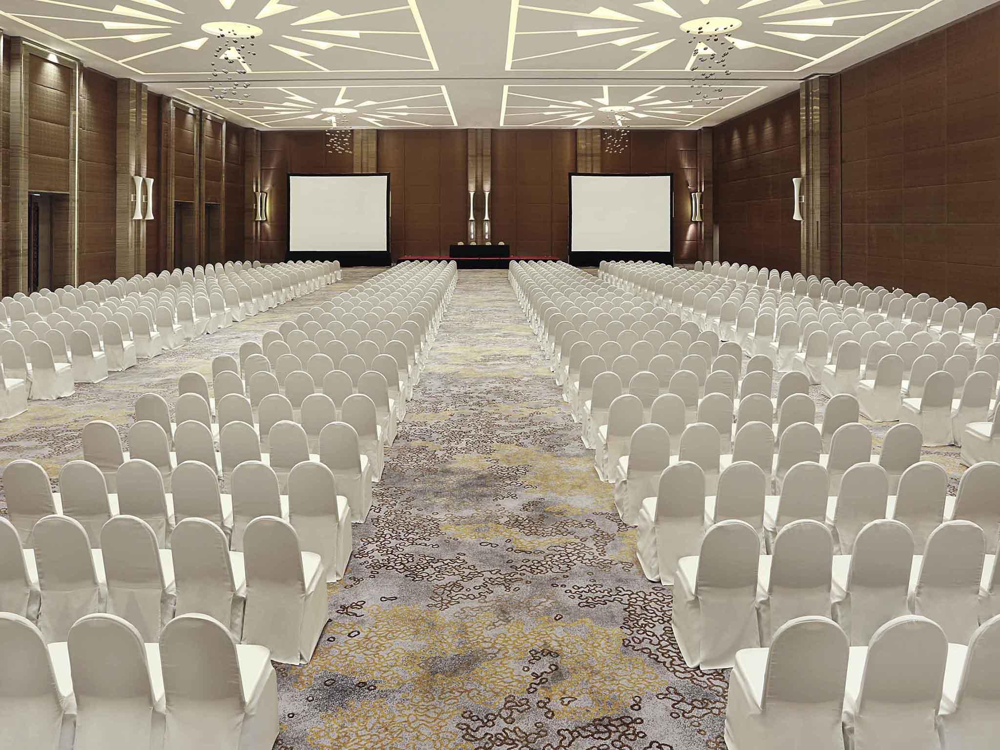Novotel tangerang business leisure hotel in tangerang meetings and events novotel tangerang junglespirit Images