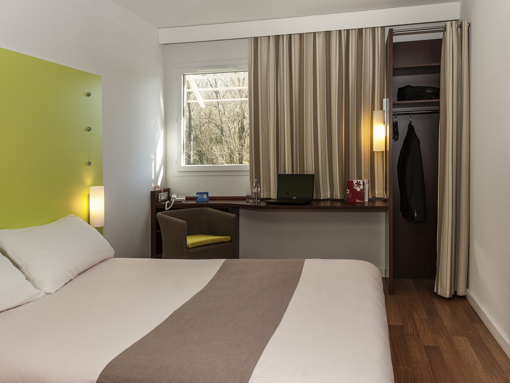 Hotel In Cogolin Ibis Golfe De Saint Tropez The Little Things She Needs Kashira 2b Brown Cokelat 38 Rooms With 1 Double Bed And Sofa