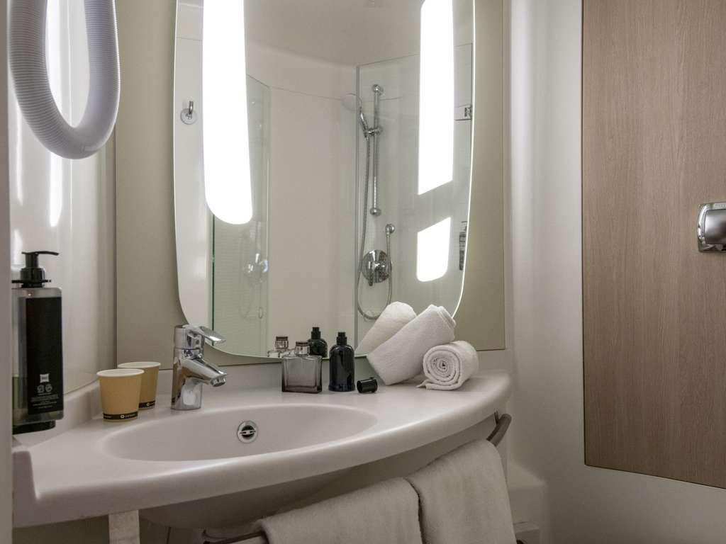 Hotel In Cogolin Ibis Golfe De Saint Tropez The Little Things She Needs Kashira 2b Brown Cokelat 38 Room With Twin Beds