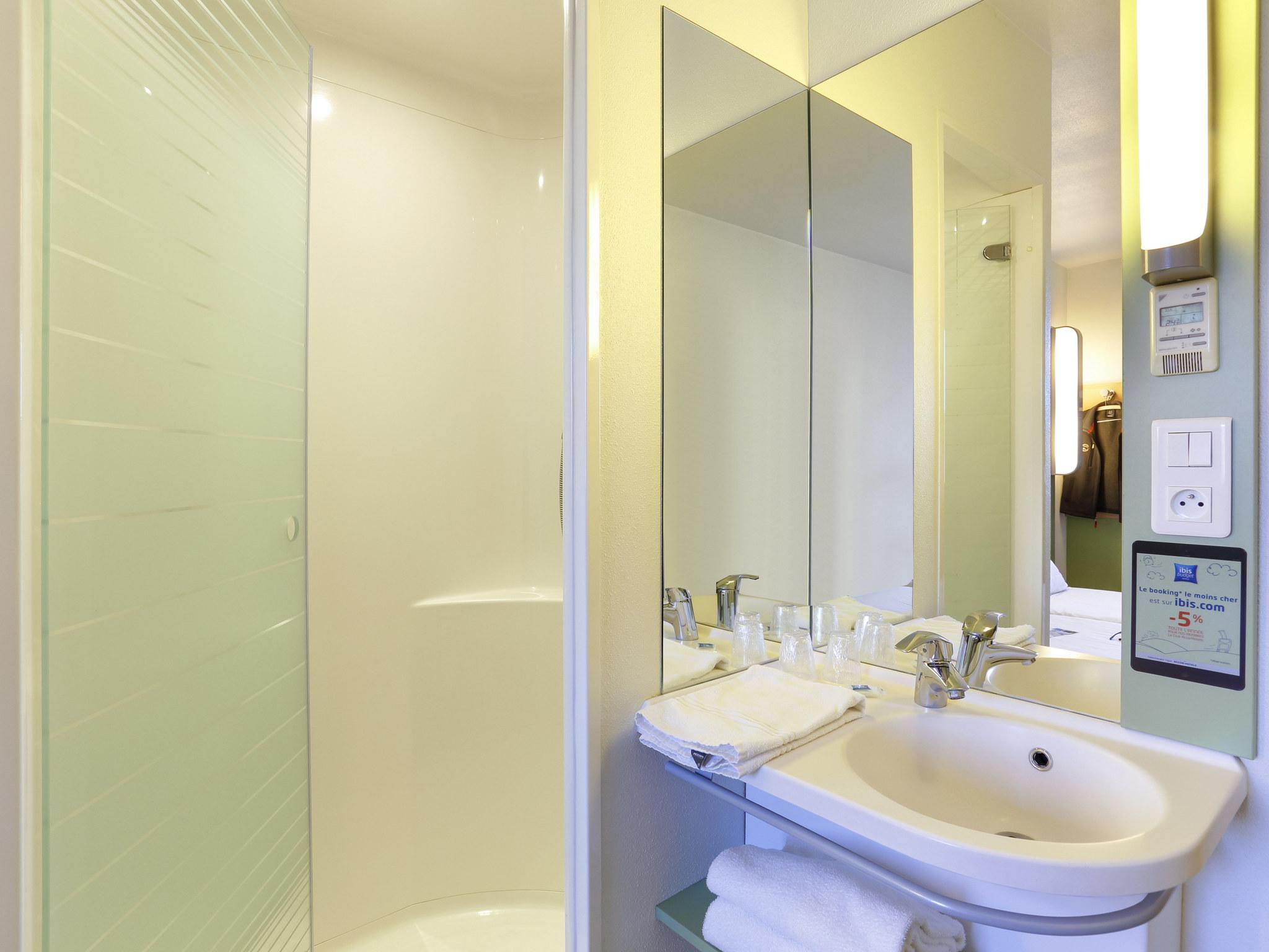 hotel in apt ibis budget apt luberon. Black Bedroom Furniture Sets. Home Design Ideas