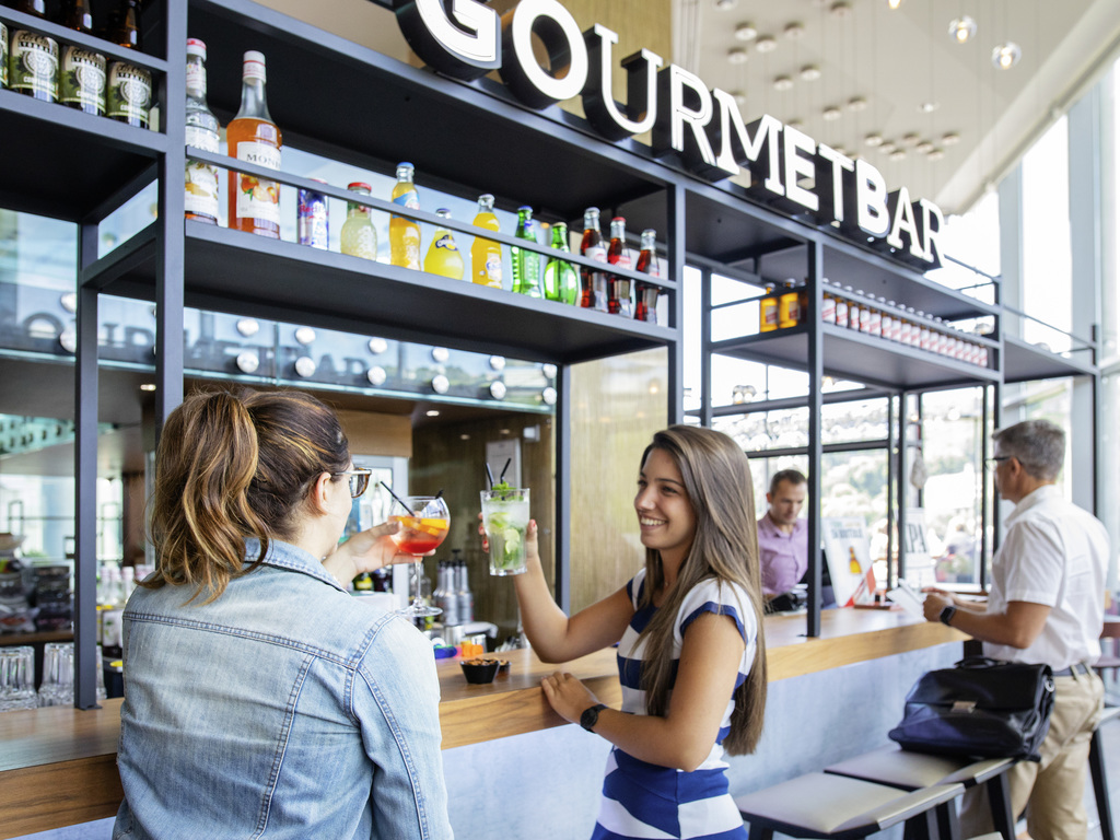 gourmet bar lyon restaurants by accorhotels. Black Bedroom Furniture Sets. Home Design Ideas