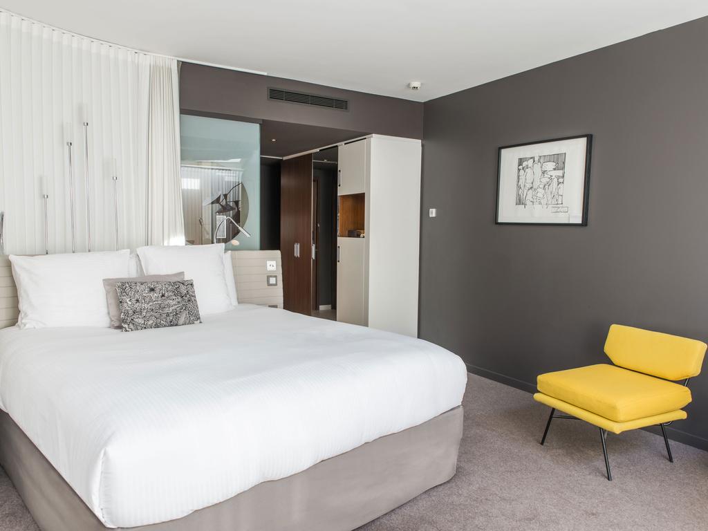 luxury hotel paris h tel molitor paris mgallery by sofitel. Black Bedroom Furniture Sets. Home Design Ideas