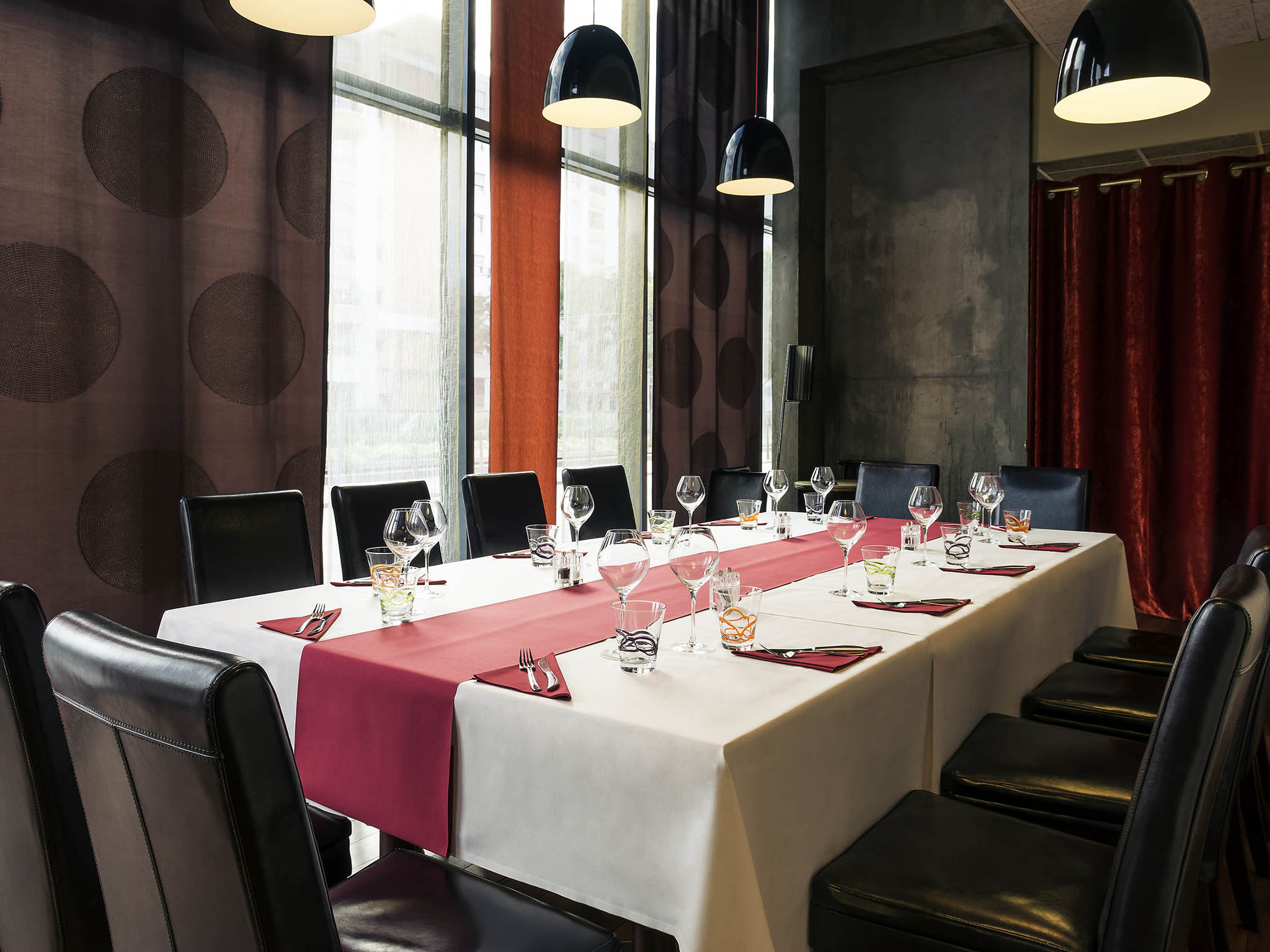 affordable restaurant mercure lyon centre gare part dieu hotel with decoration interieur chicha. Black Bedroom Furniture Sets. Home Design Ideas