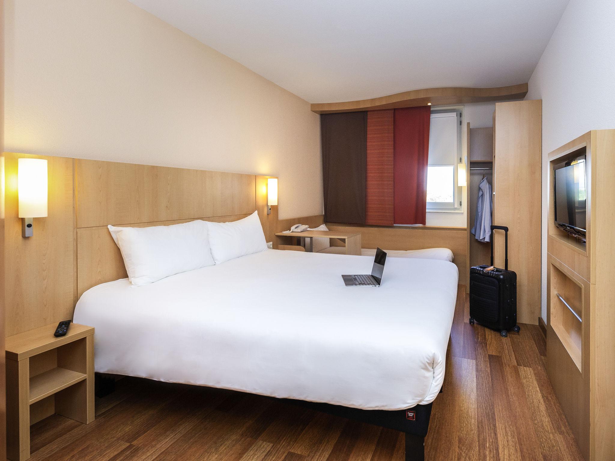 Отель — ibis Леон Восток Шапоне