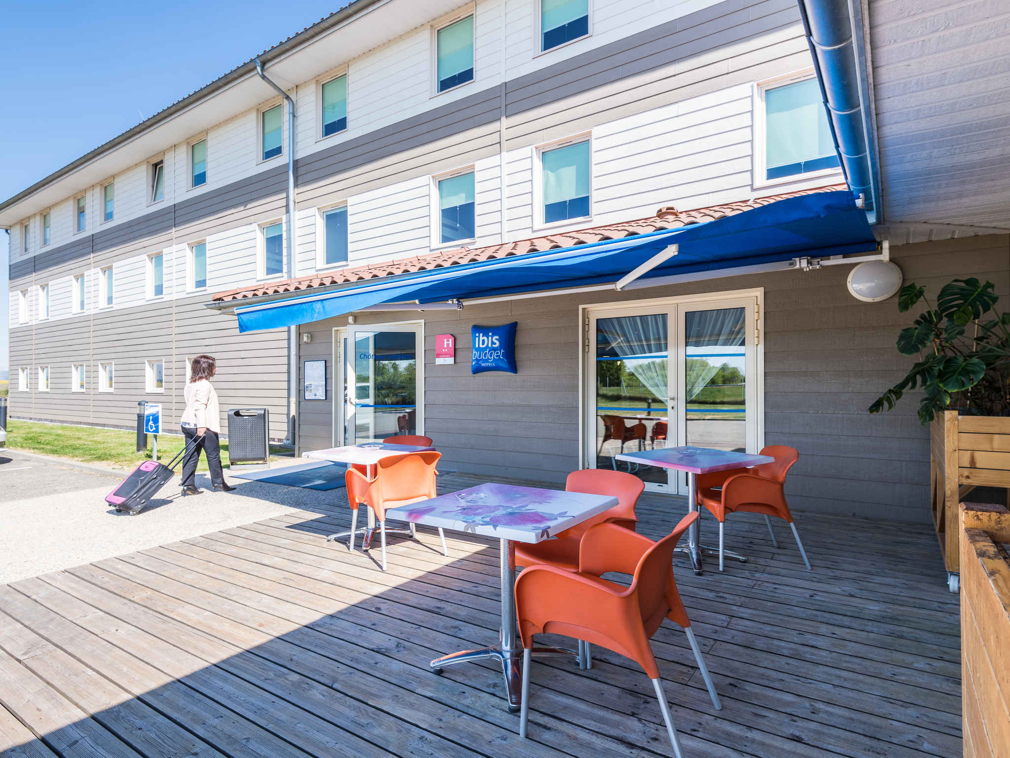 Hotel - IBIS BUDGET AMBERIEU EN BUGEY CHATEAU GAILLARD