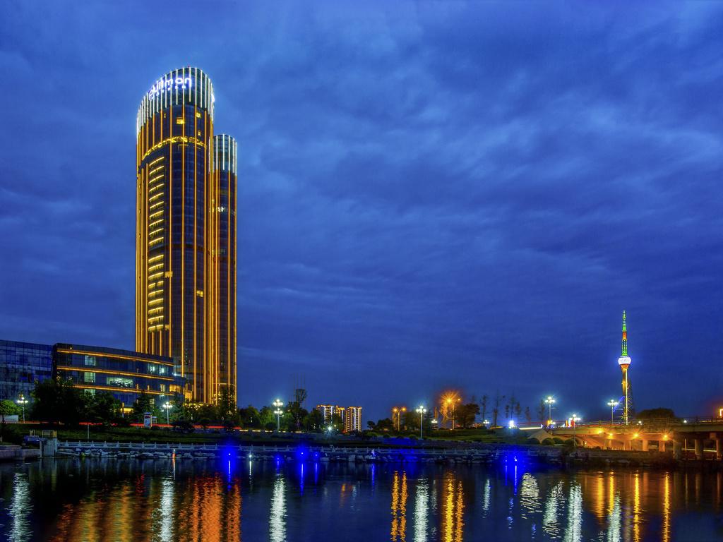 โรงแรม – Pullman Linyi Lushang