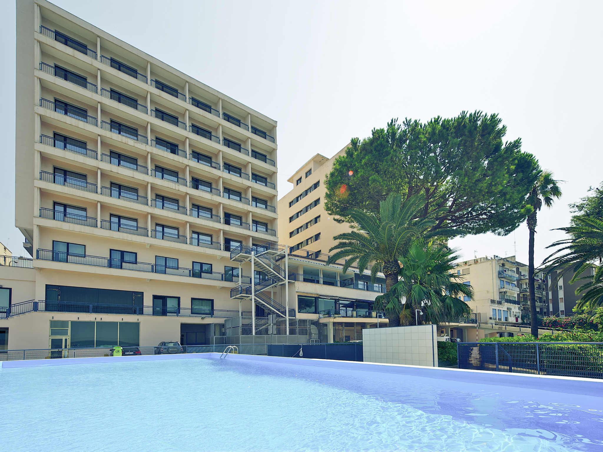 Отель — Mercure Delfino Taranto