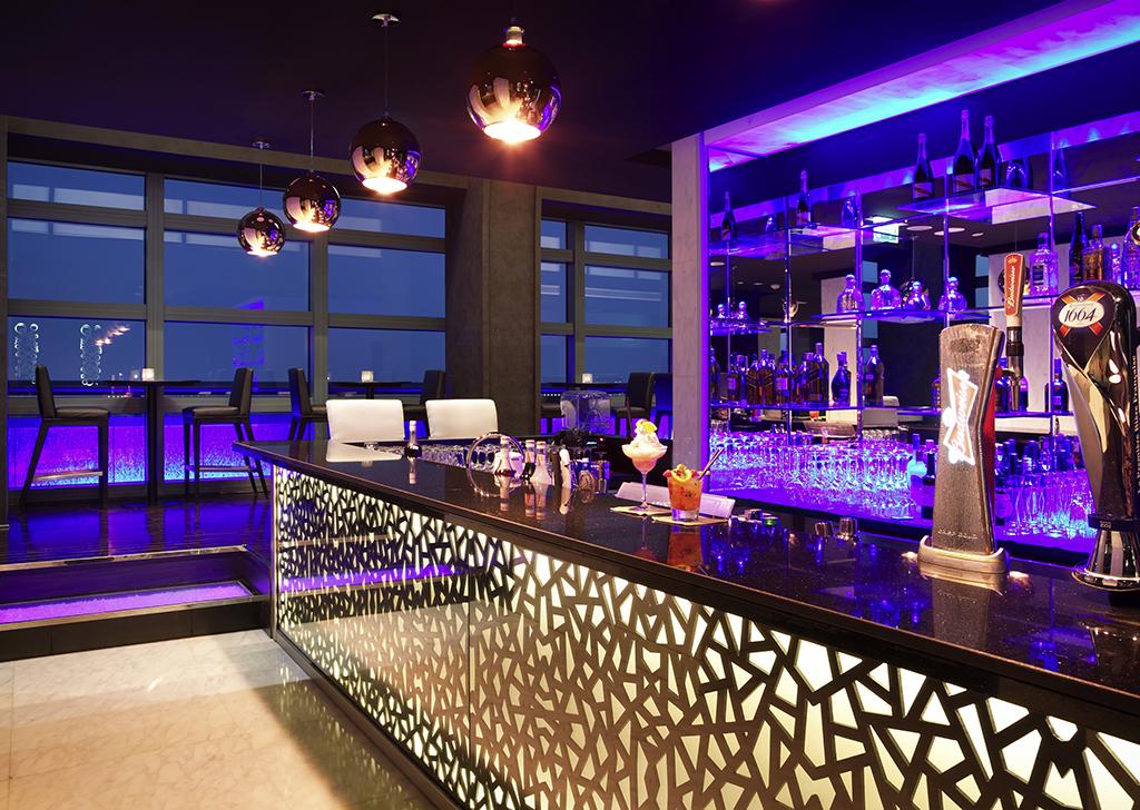 Hotel With Lounge Bars In Abu Dhabi Sofitel Abu Dhabi