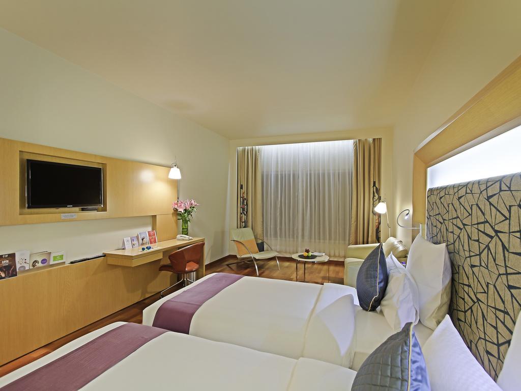 Best 5 Star Hotels in Vizag Near Beach | Novotel Visakhapatnam
