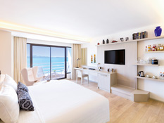 Newly refurbished rooms with wooden flooring, classy furnishings and a spectacular sea view
