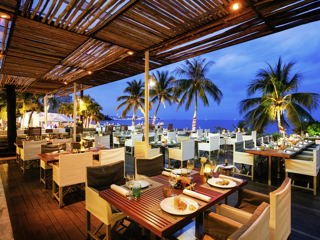 the beach club restaurant pattaya restaurants by accorhotels. Black Bedroom Furniture Sets. Home Design Ideas