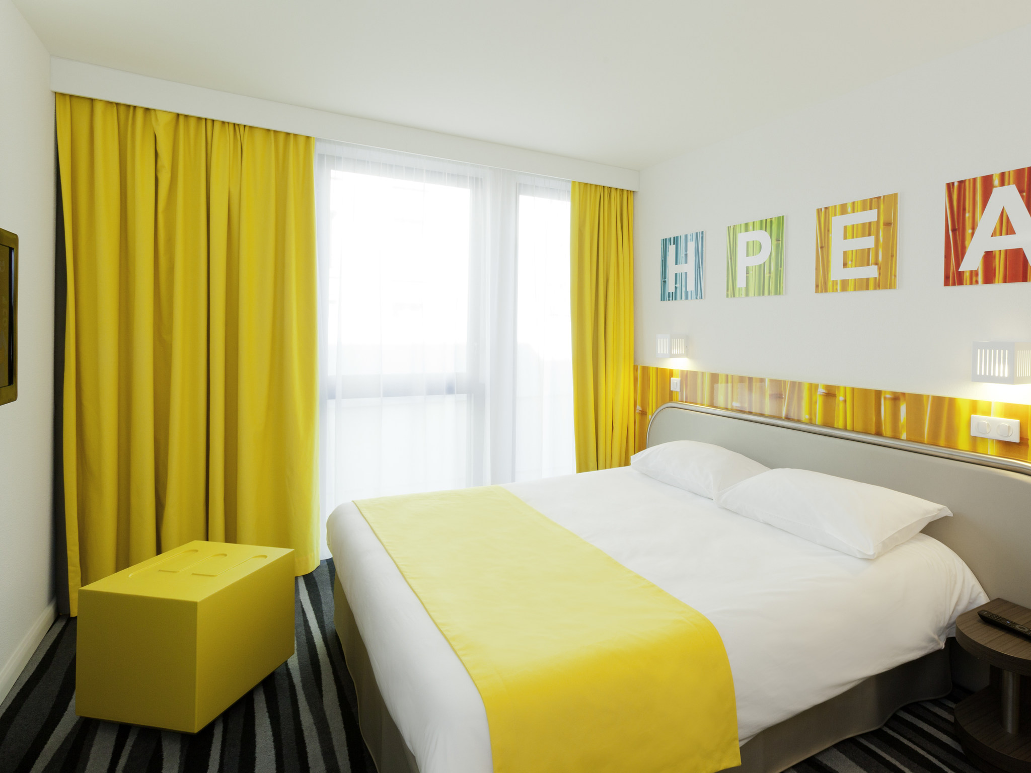 hotel in montrouge ibis styles paris porte d 39 orleans. Black Bedroom Furniture Sets. Home Design Ideas
