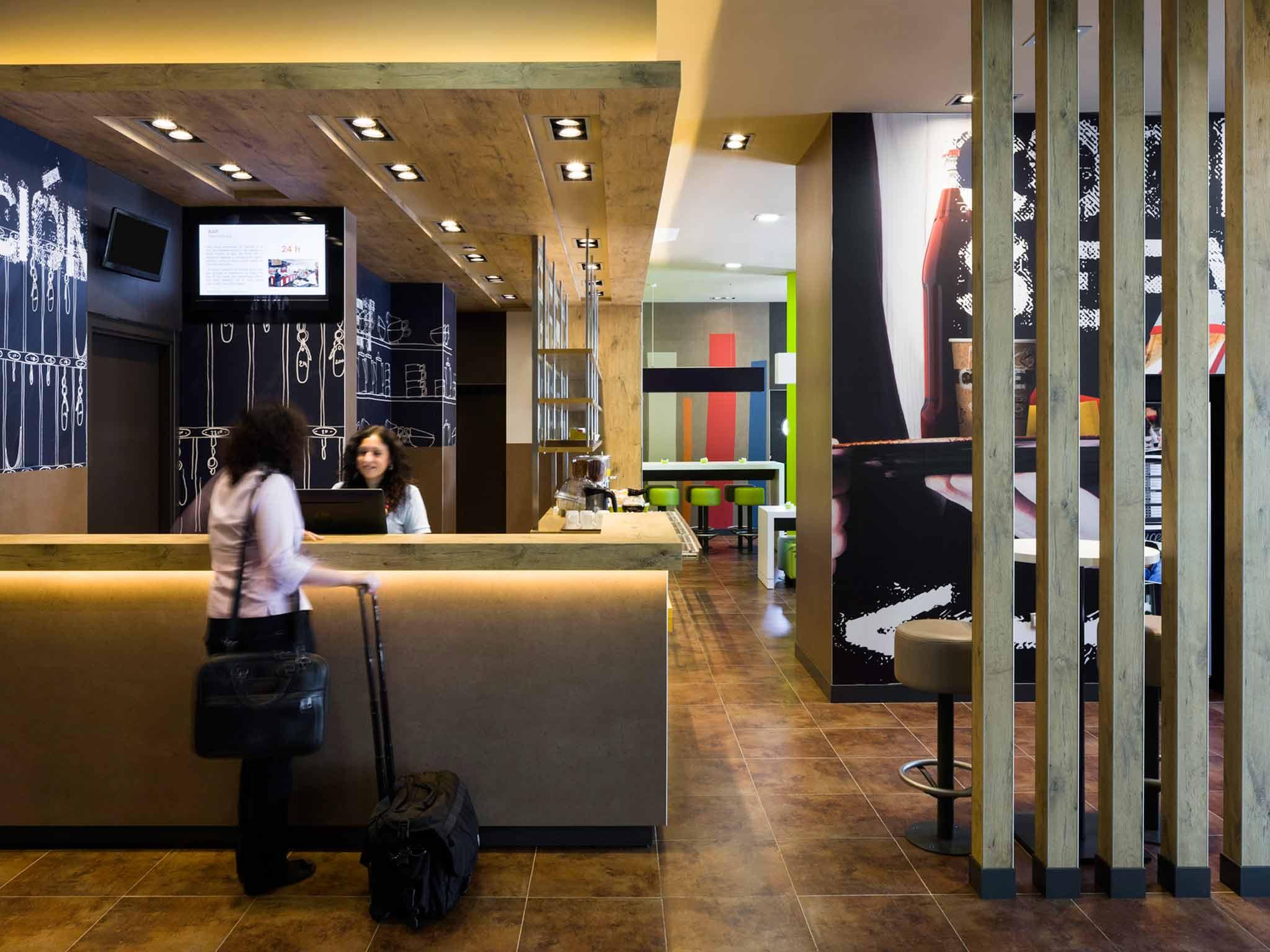 Отель — ibis budget Севилья Аэропорт