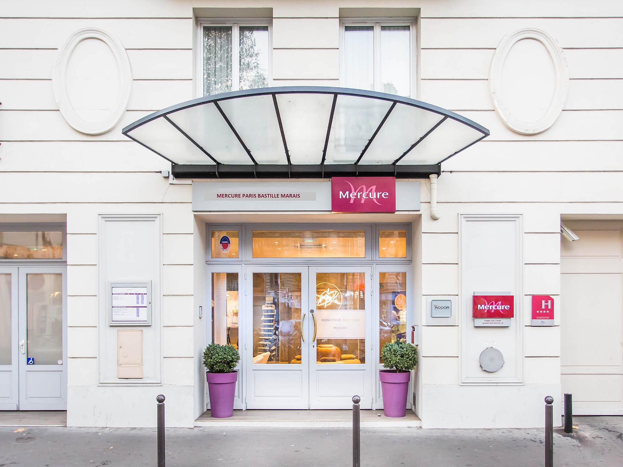 Dormire a parigi in esterni immagine fornita dalla for Hotel zona marais parigi