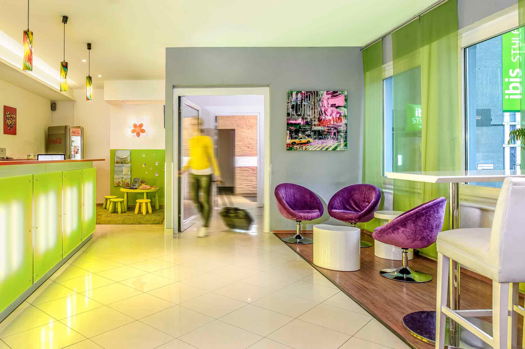 Hotel ibis styles berlin alexanderplatz book your hotel now for Alexanderplatz hotel