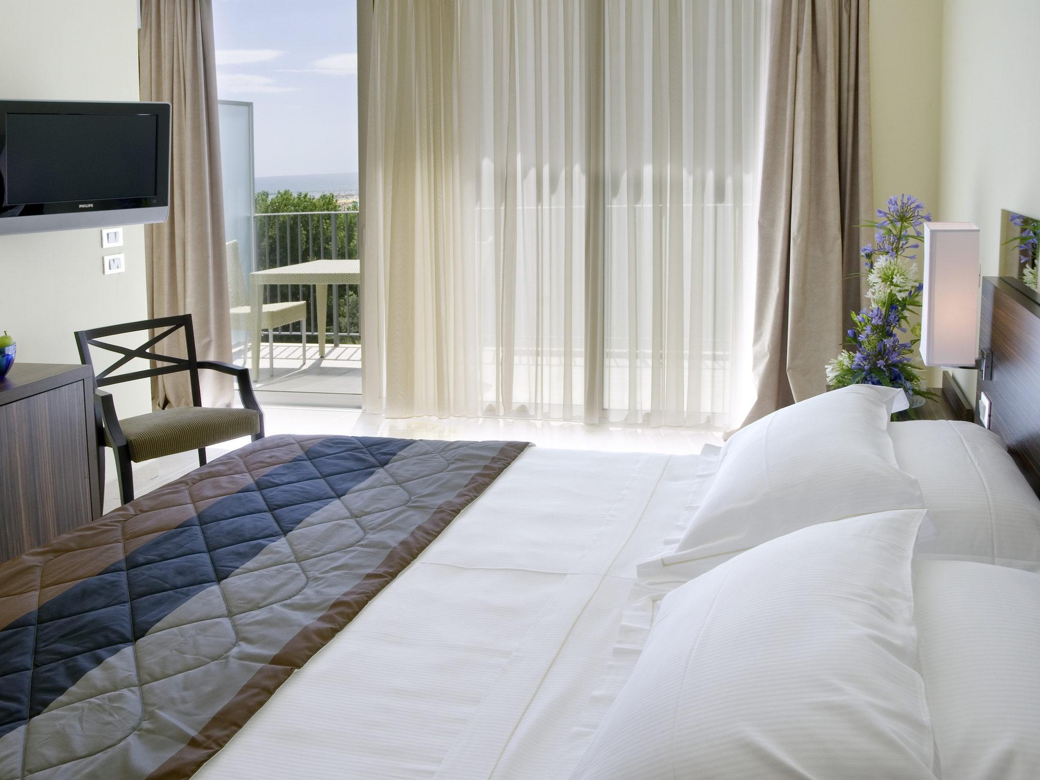 Hotel – Mercure Rimini Lungomare / otwarcie
