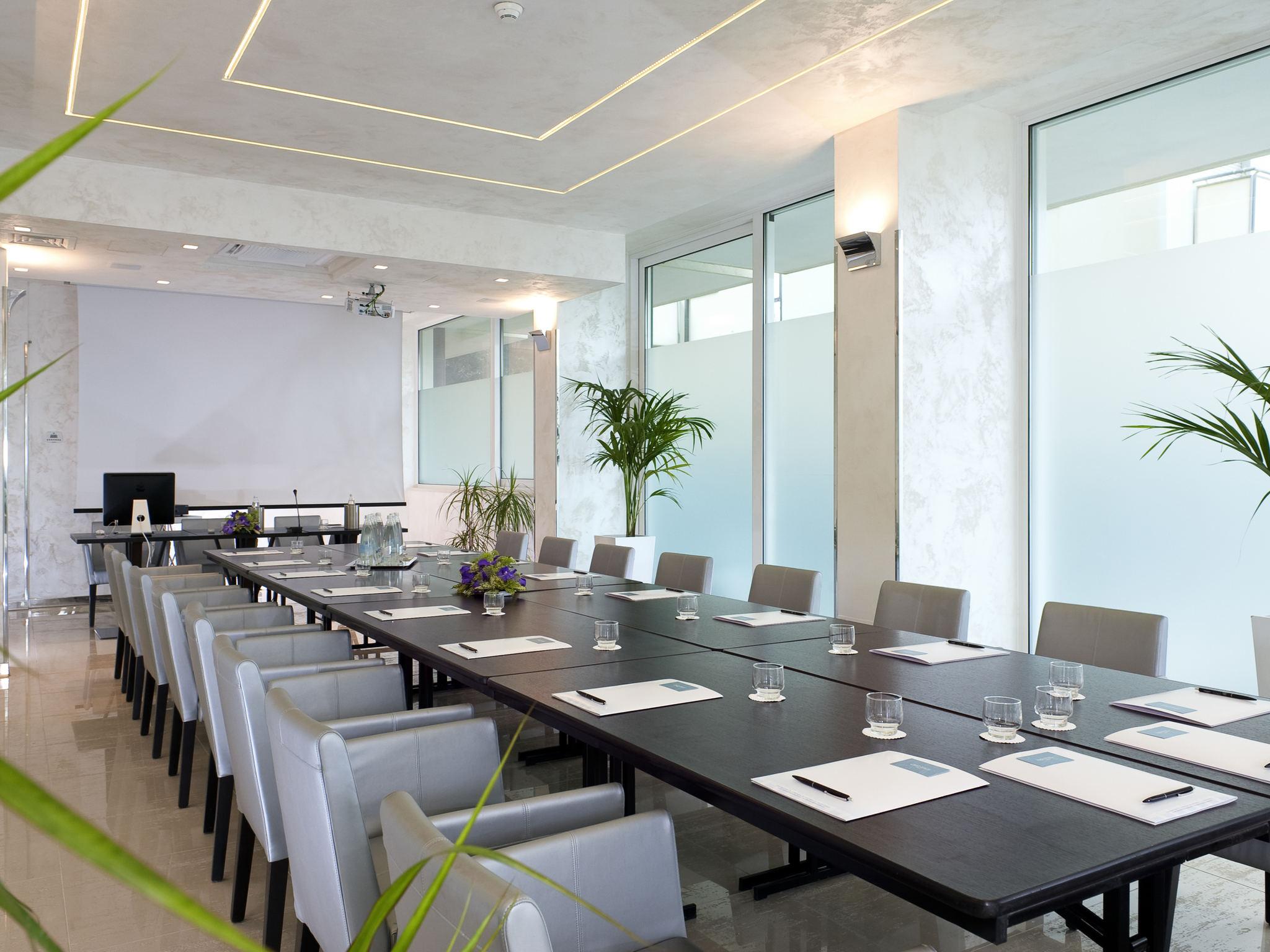 Mercure rimini artis hotel for Paini arredamenti