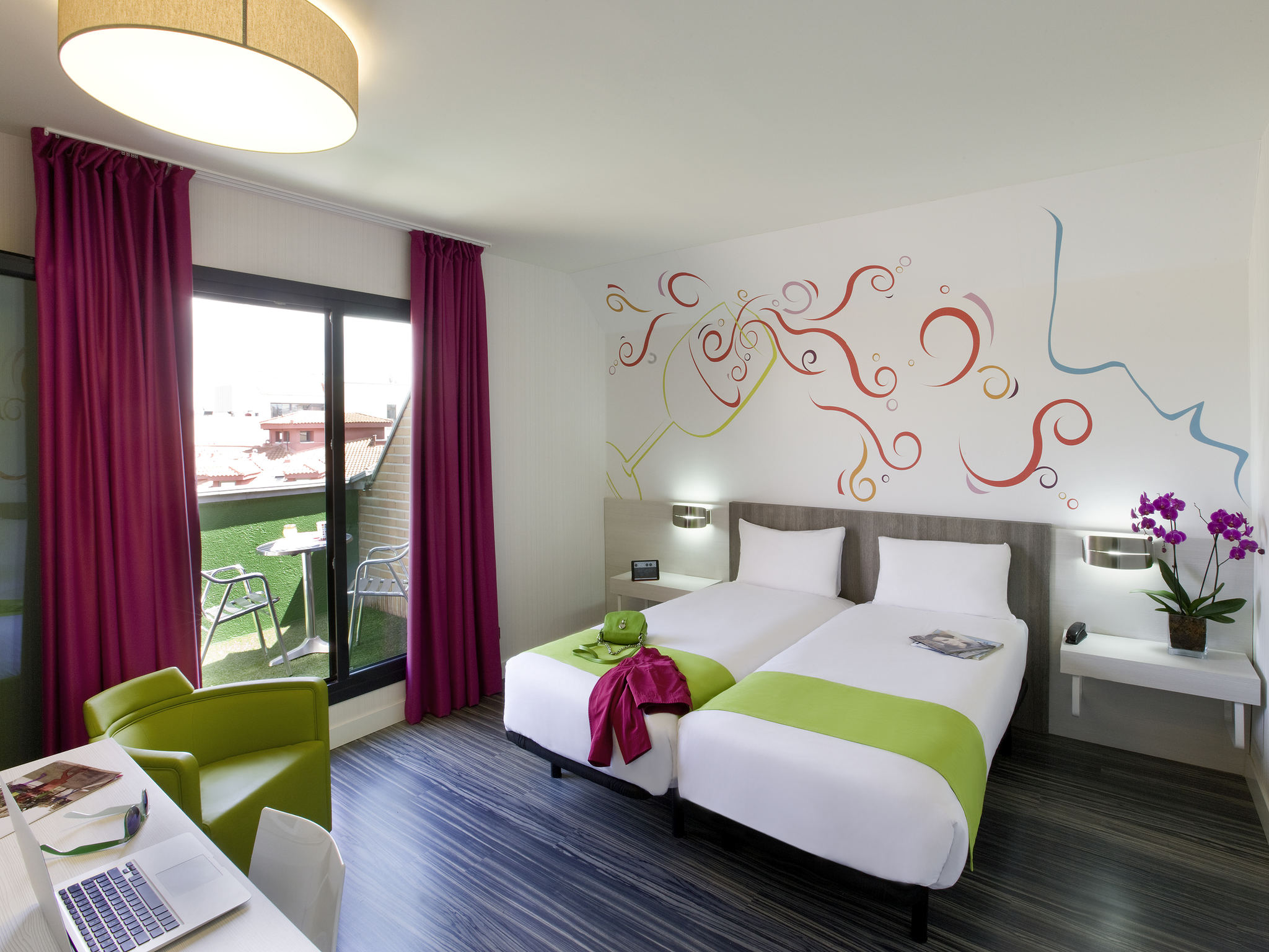 Ibis styles madrid hoteles en madrid accorhyles madrid for Hoteles vanguardistas en madrid
