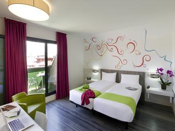 Hoteles baratos madrid ibis styles madrid prado for Hoteles bonitos madrid