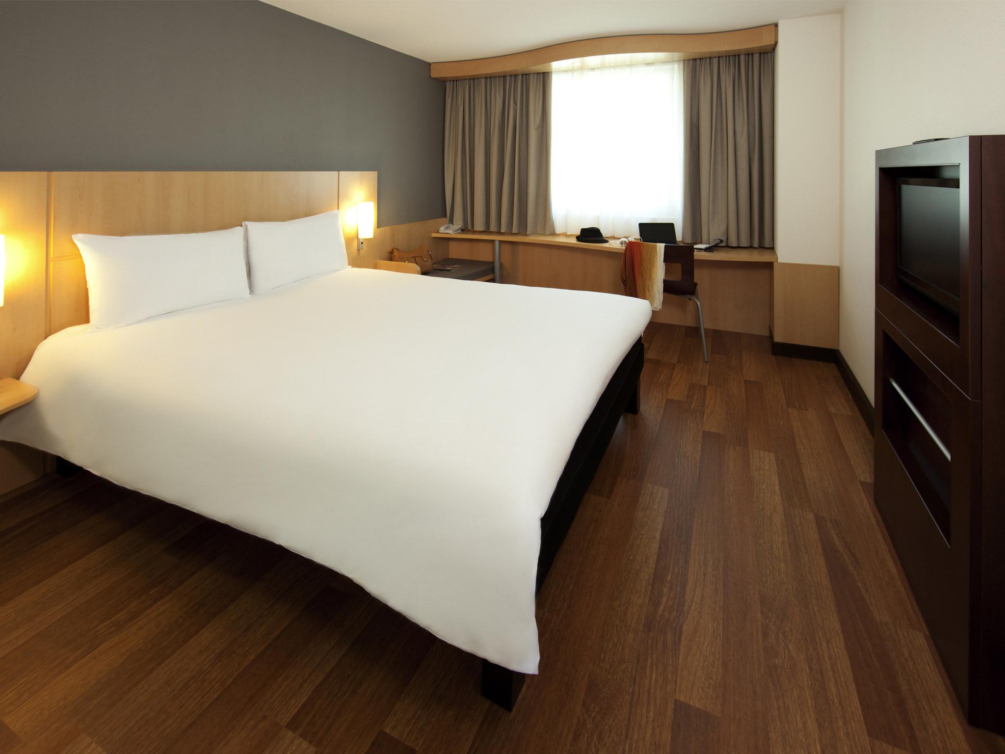 Отель — ibis Женева Центр Нэйшнс