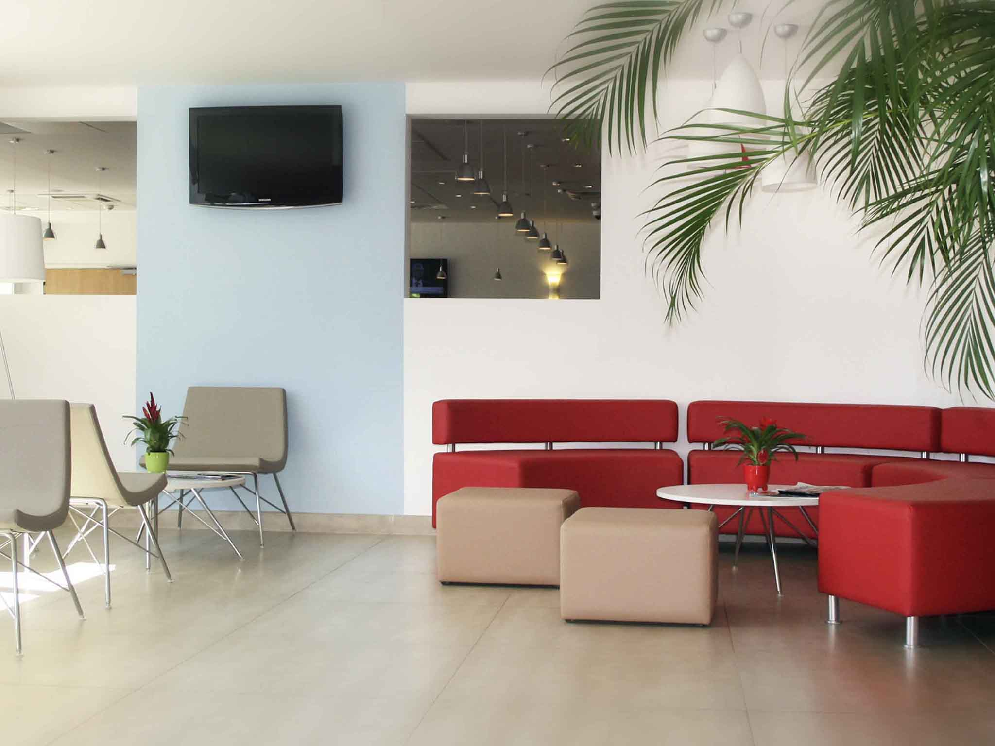 Hotel in istres ibis istres trigance for Hotel f1 salon de provence