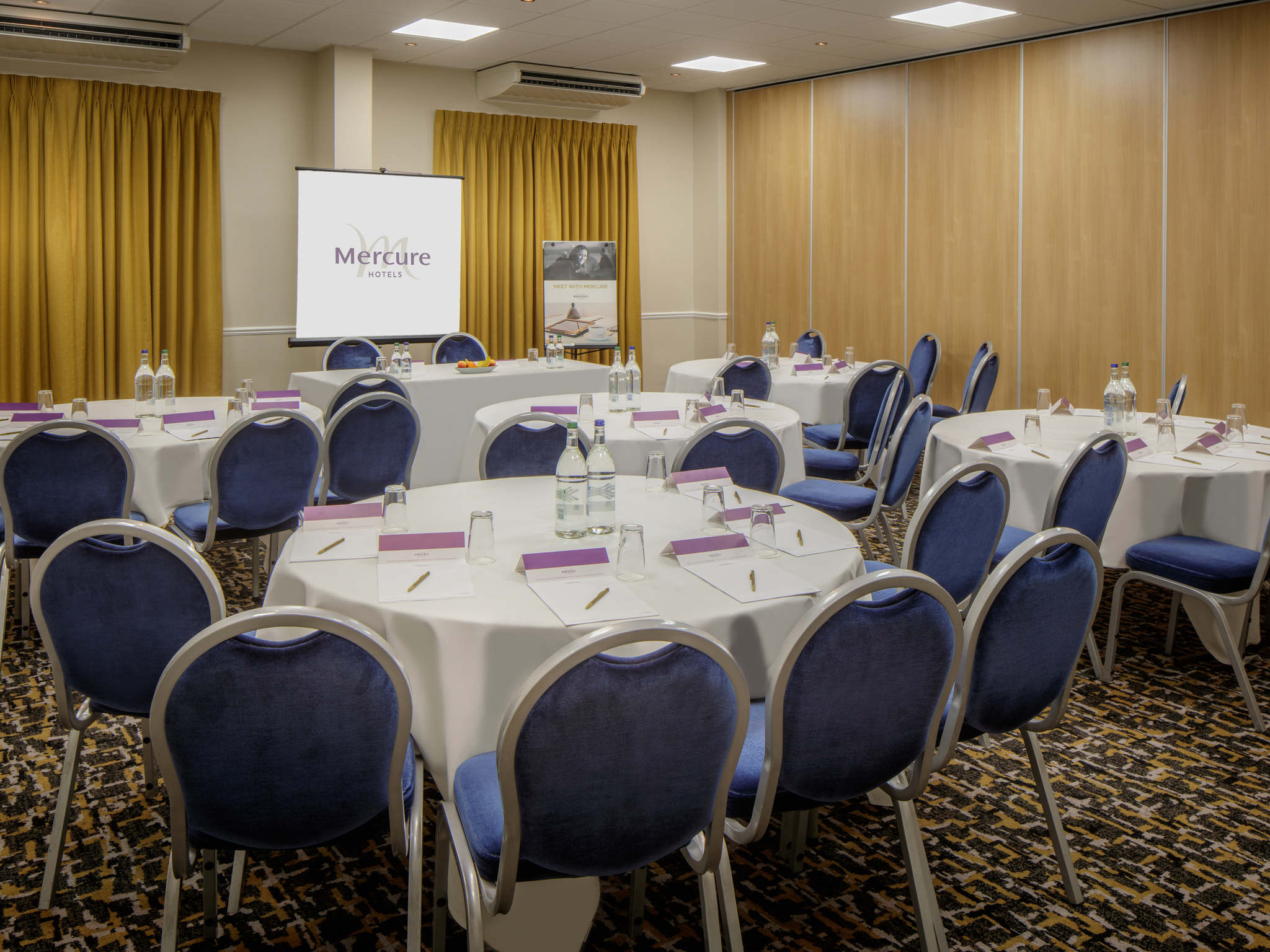 small wedding hotels london%0A     Meetings and events  Mercure Hatfield Oak Hotel