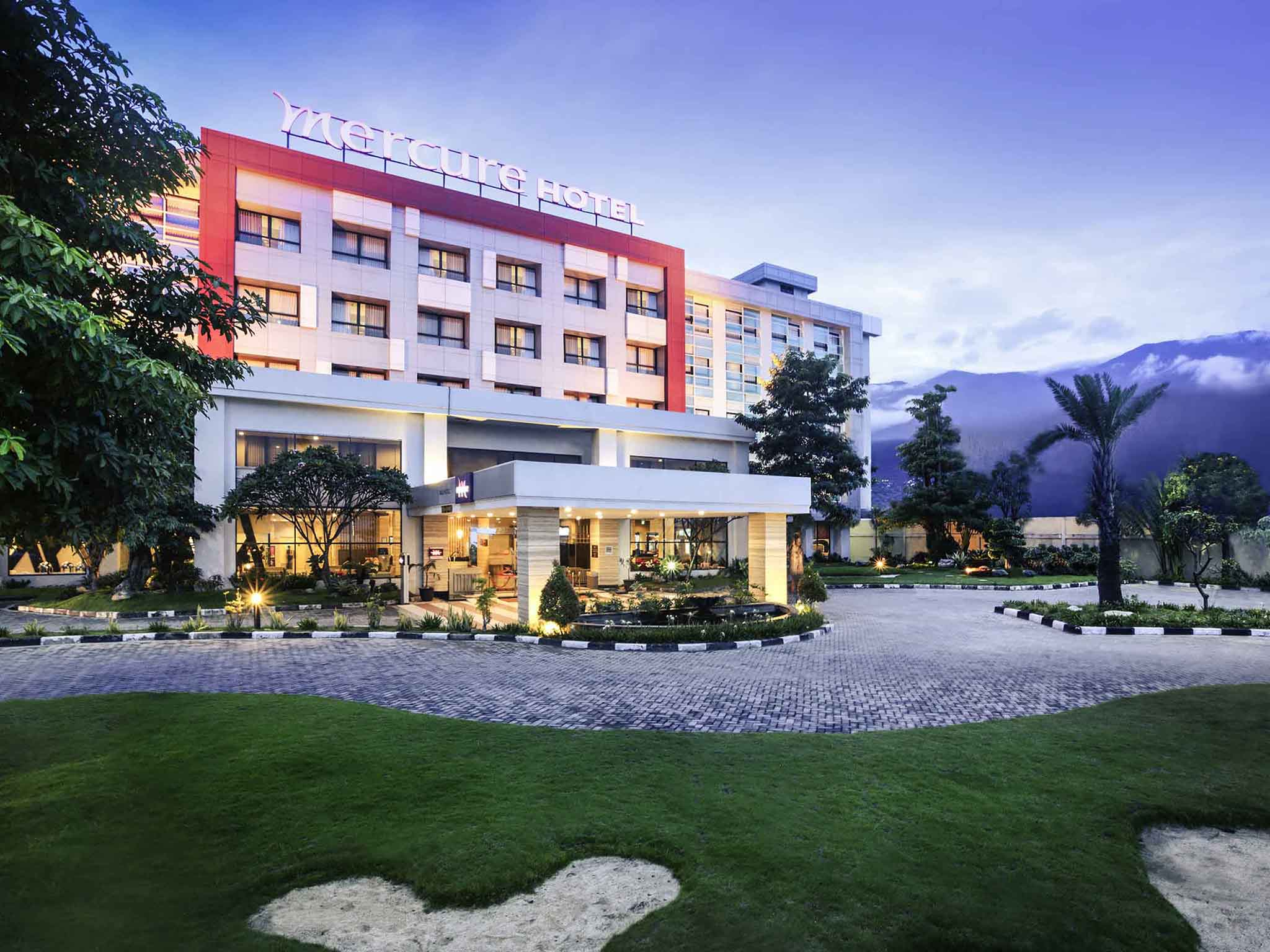 호텔 – Mercure Palu