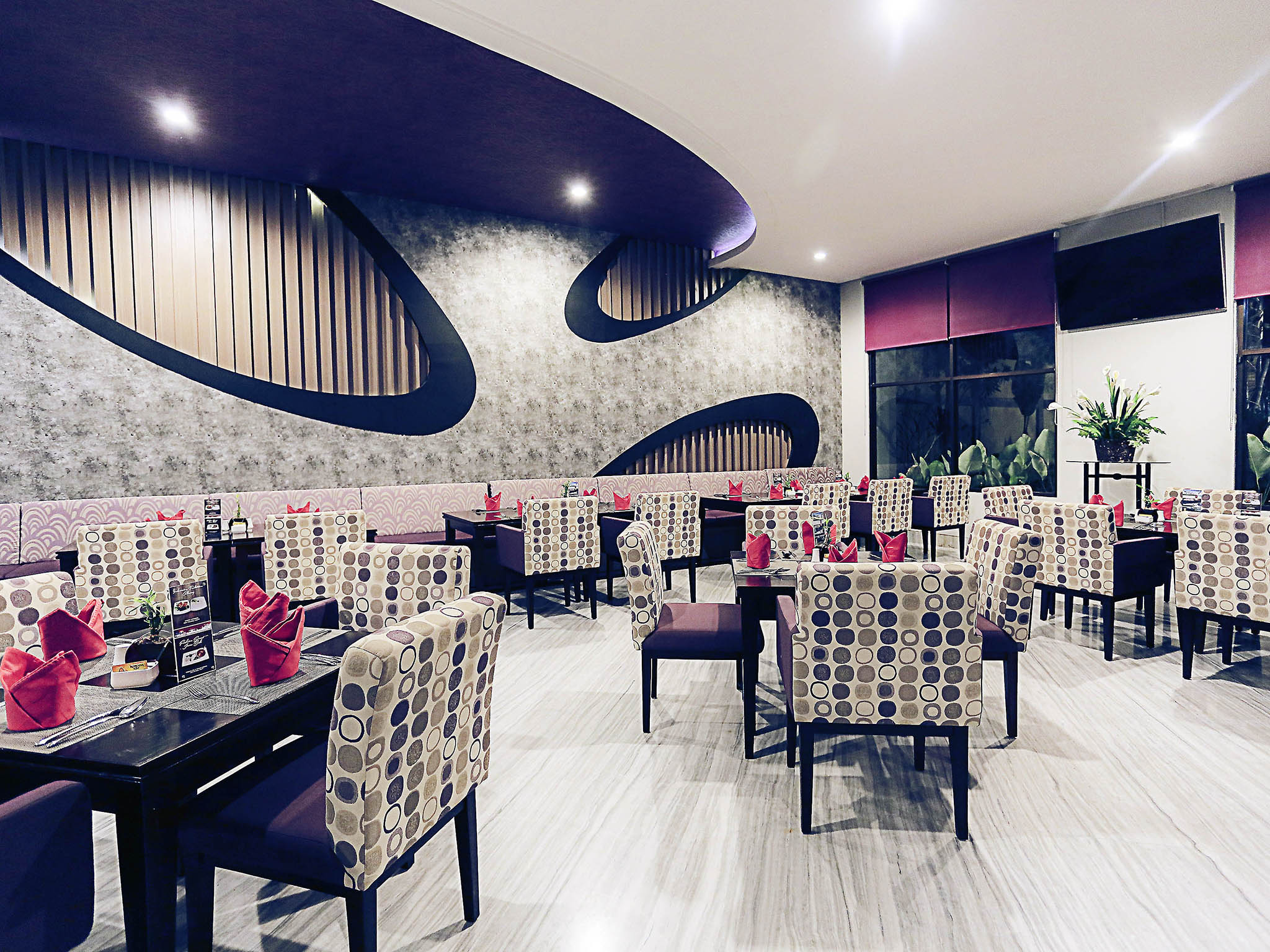palu furniture. Restoran - Mercure Palu Furniture O