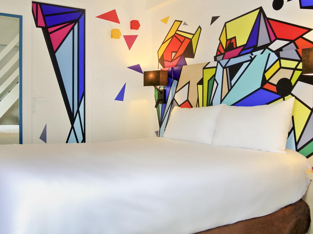 Hoteles econ micos par s ibis styles par s maine for Habitacion familiar disneyland paris