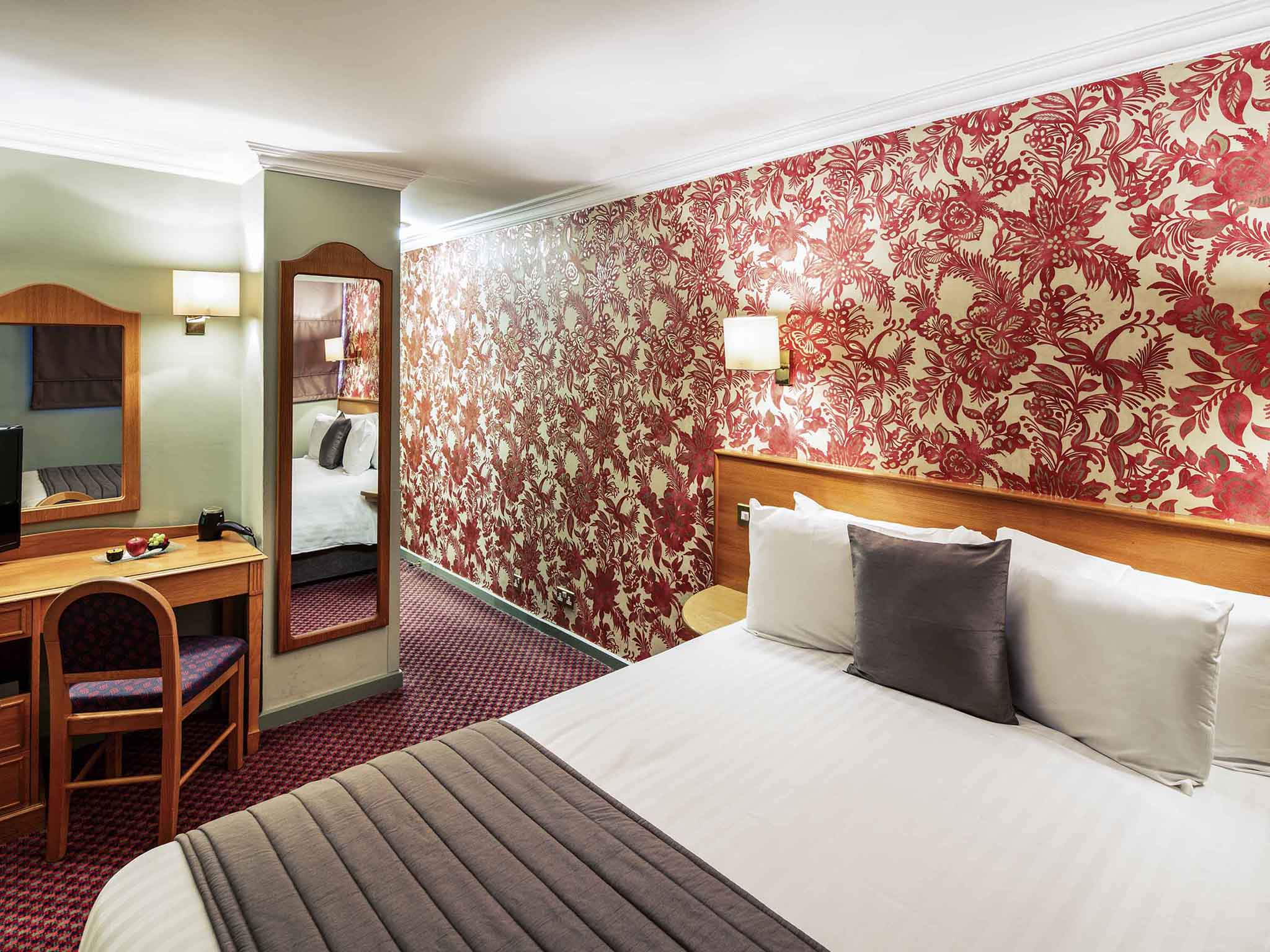 Liverpool Wallpaper For Bedroom Mercure Chester Abbots Well Quality Hotel In Chester