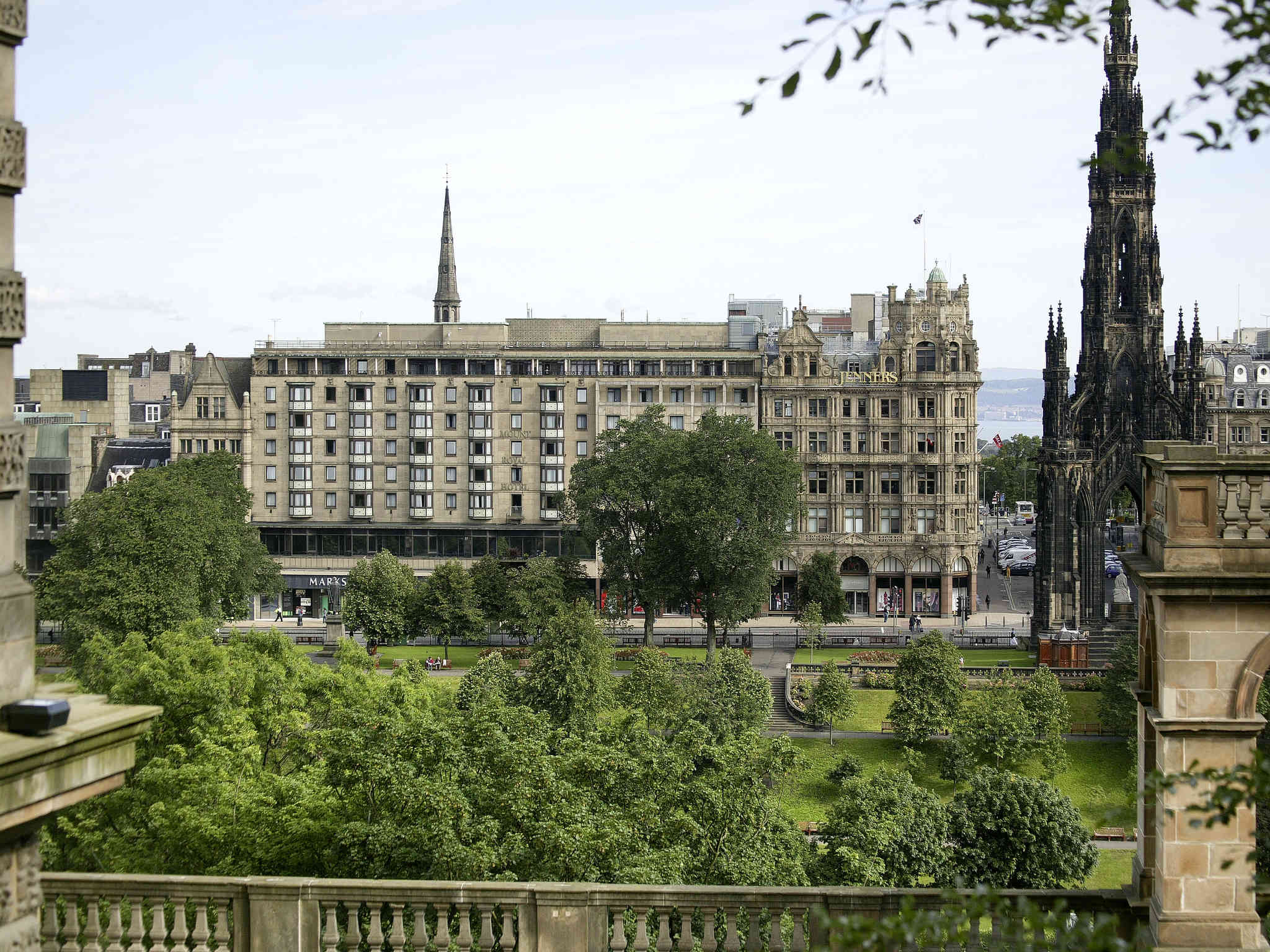 فندق - Mercure Edinburgh City Princes Street Hotel