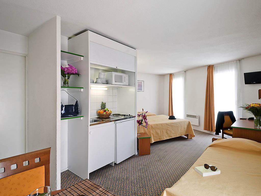 Hotel In Courbevoie