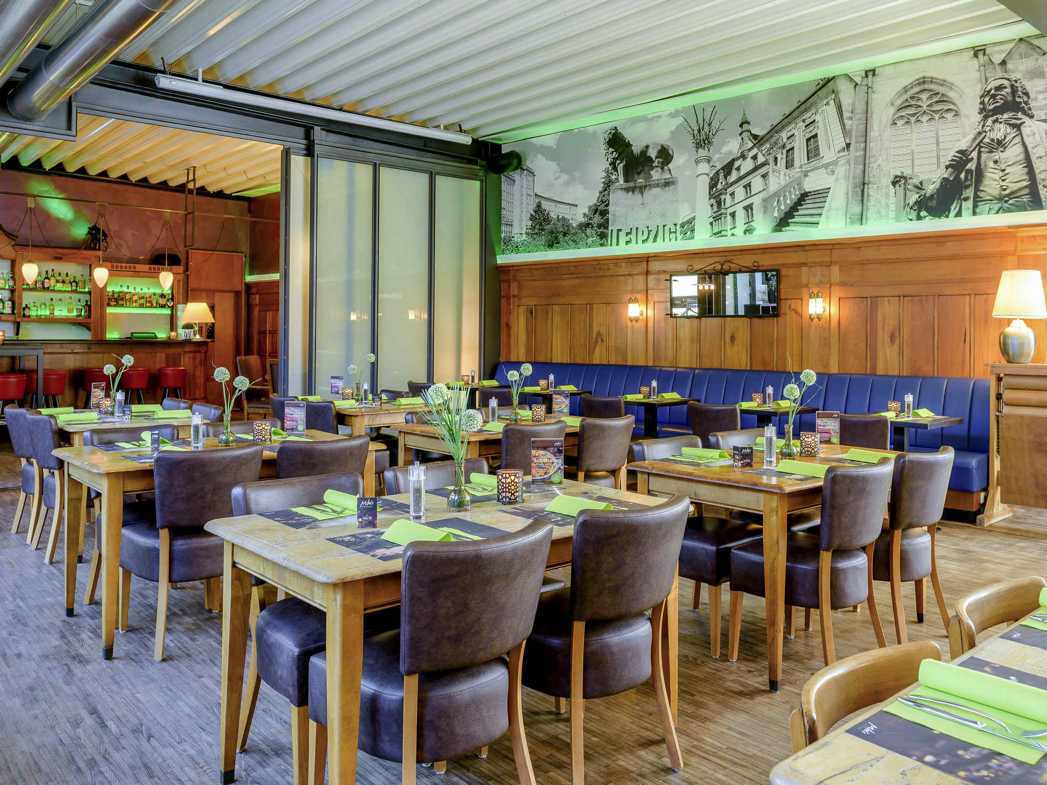 Gaststtte sthle trendy pool bar and restaurant cocktails for Pool garden leipzig