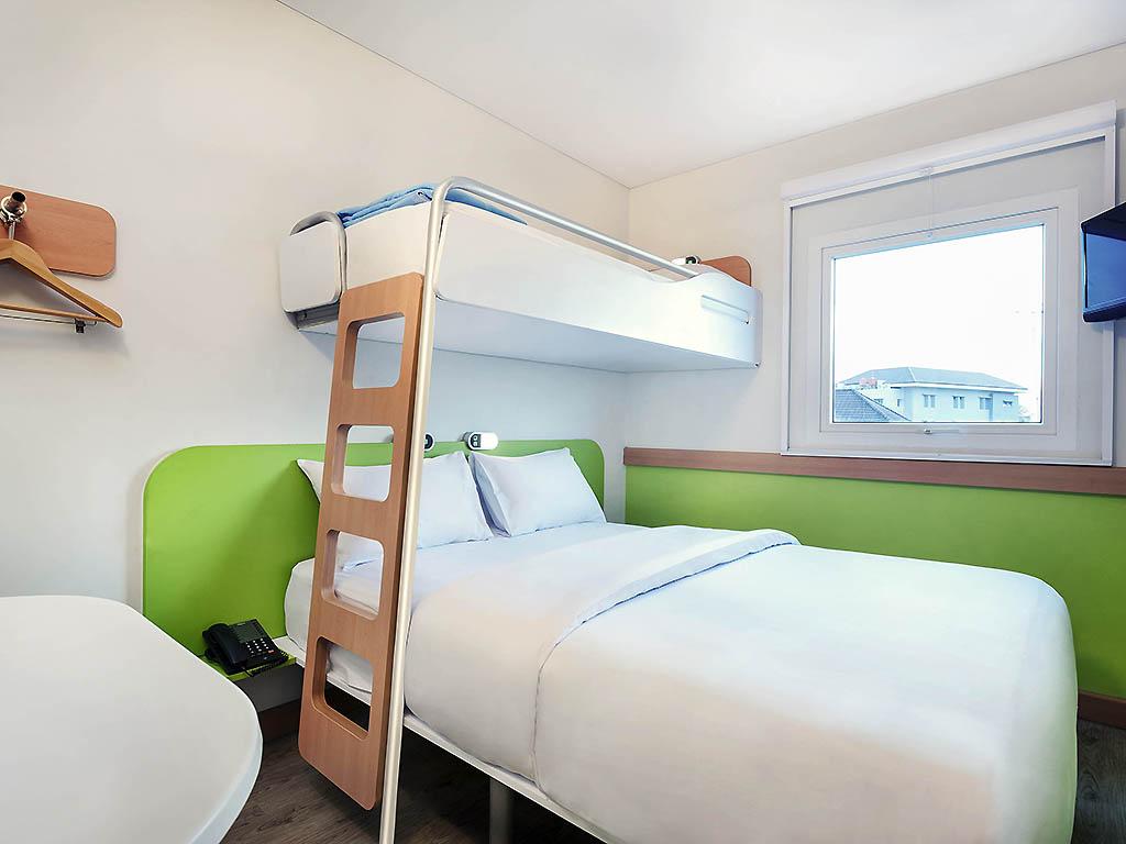 stapelbed met tweepersoonsbed comfort familiekamer kamers hotel andromeda oostende het hete. Black Bedroom Furniture Sets. Home Design Ideas