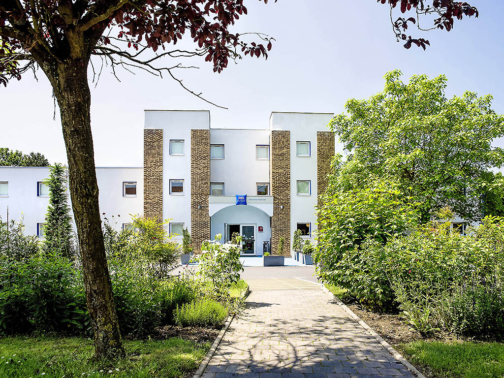 Hotel in petite foret ibis budget valenciennes petite for t for Hotel petit budget
