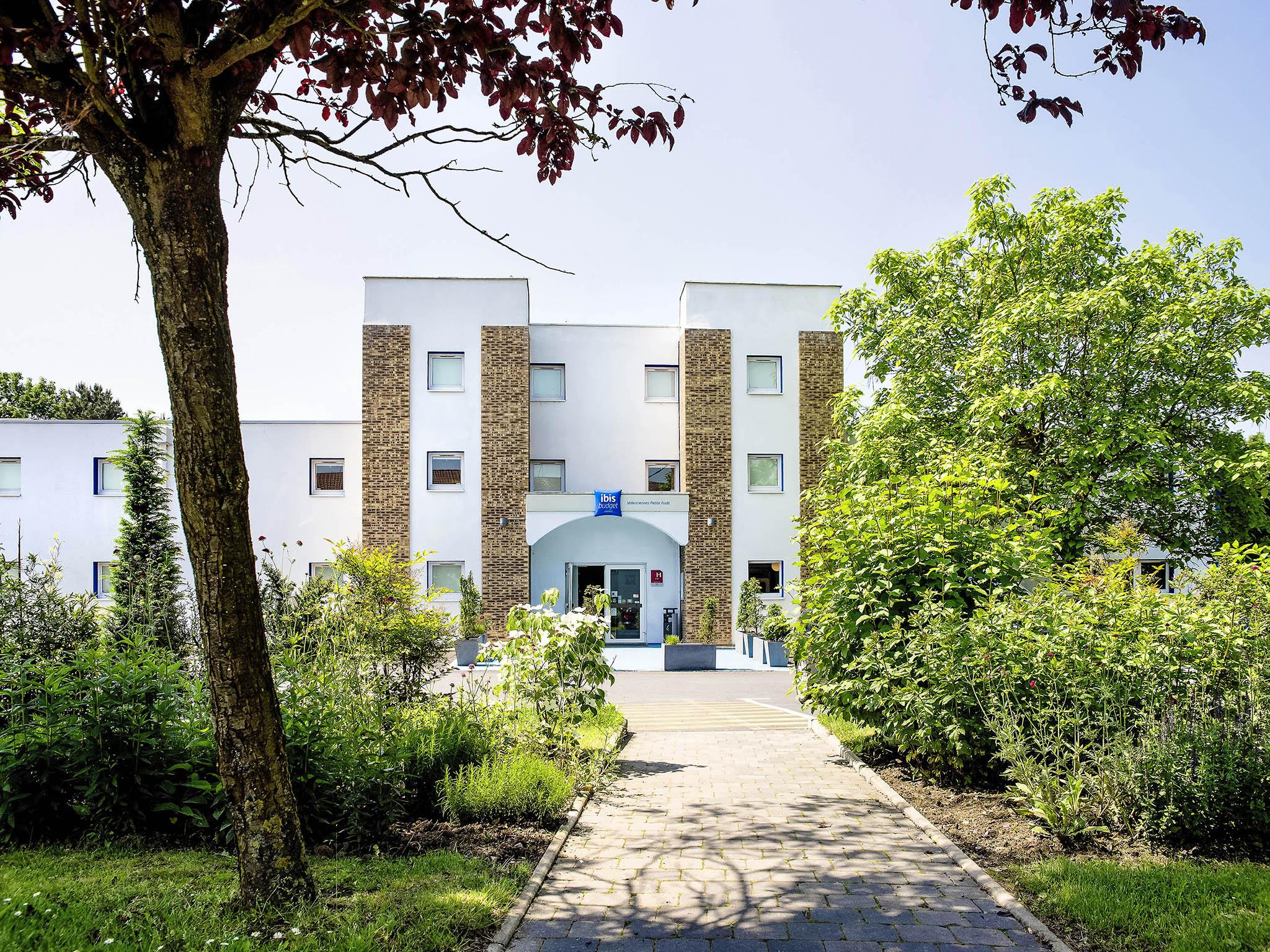 Отель — ibis budget Valenciennes Petite Forêt