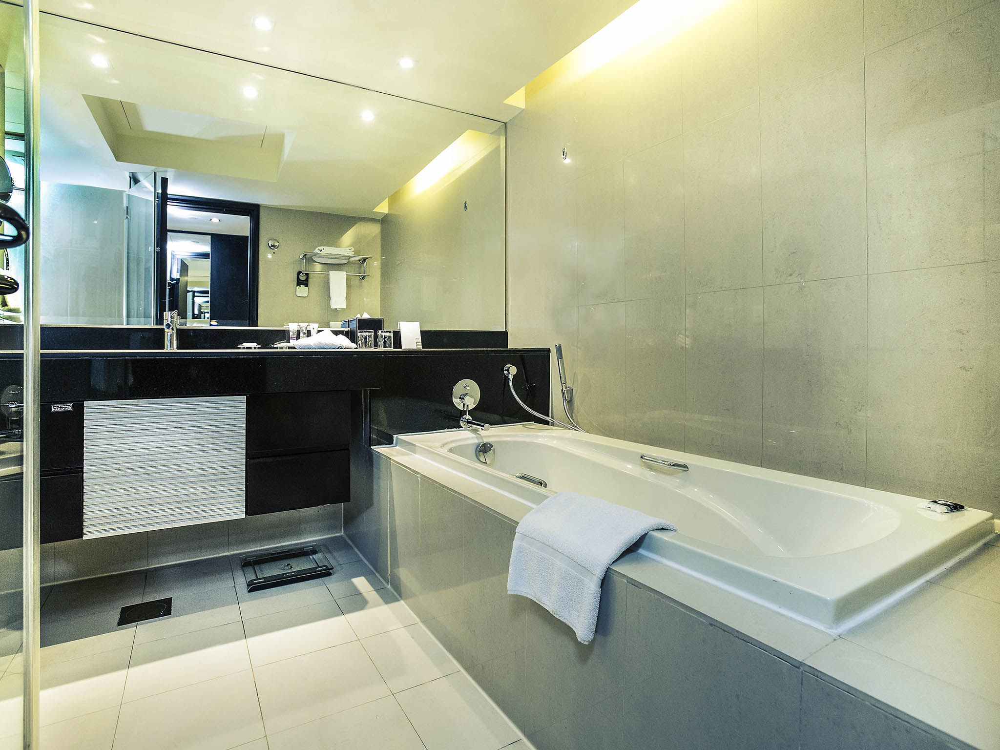 4 Star Hotel In Dubai Mercure Gold Hotel Al Mina Road